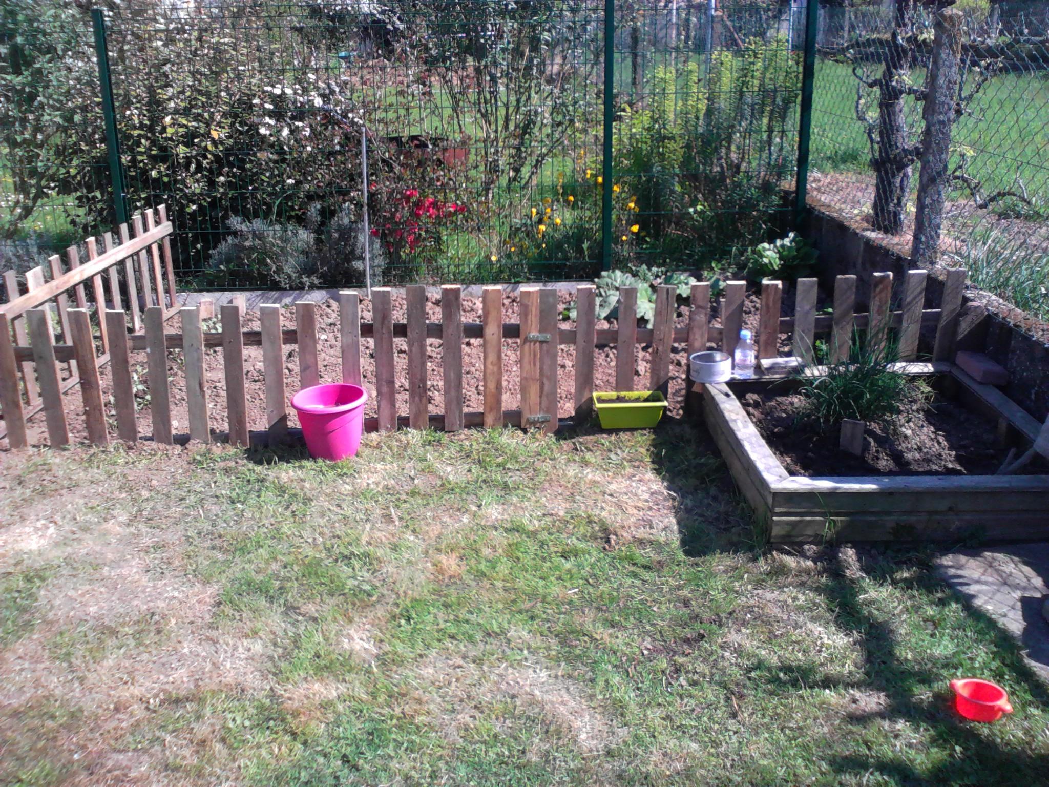 ☆ Un Petit Potager Au Fond Du Jardin♥ - Un Peu De Tout .... concernant Petite Barriere Jardin