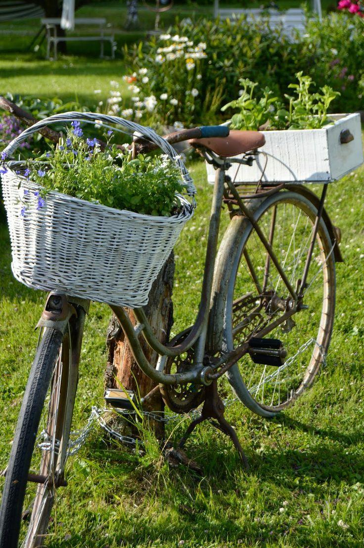 Épinglé Par Joly Sur Déco Jardin | Bicyclettes, Vieux Vélo ... dedans Velo Deco Jardin