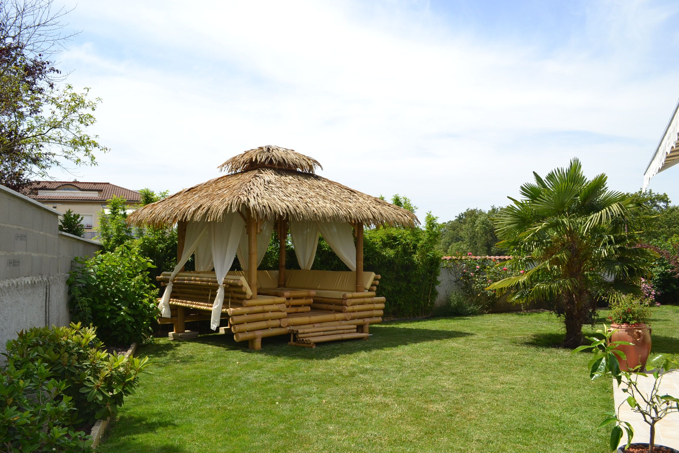 Épinglé Sur Gazebo Bambou, Paillote Bambou Et Bar En Bambou concernant Paillote Jardin