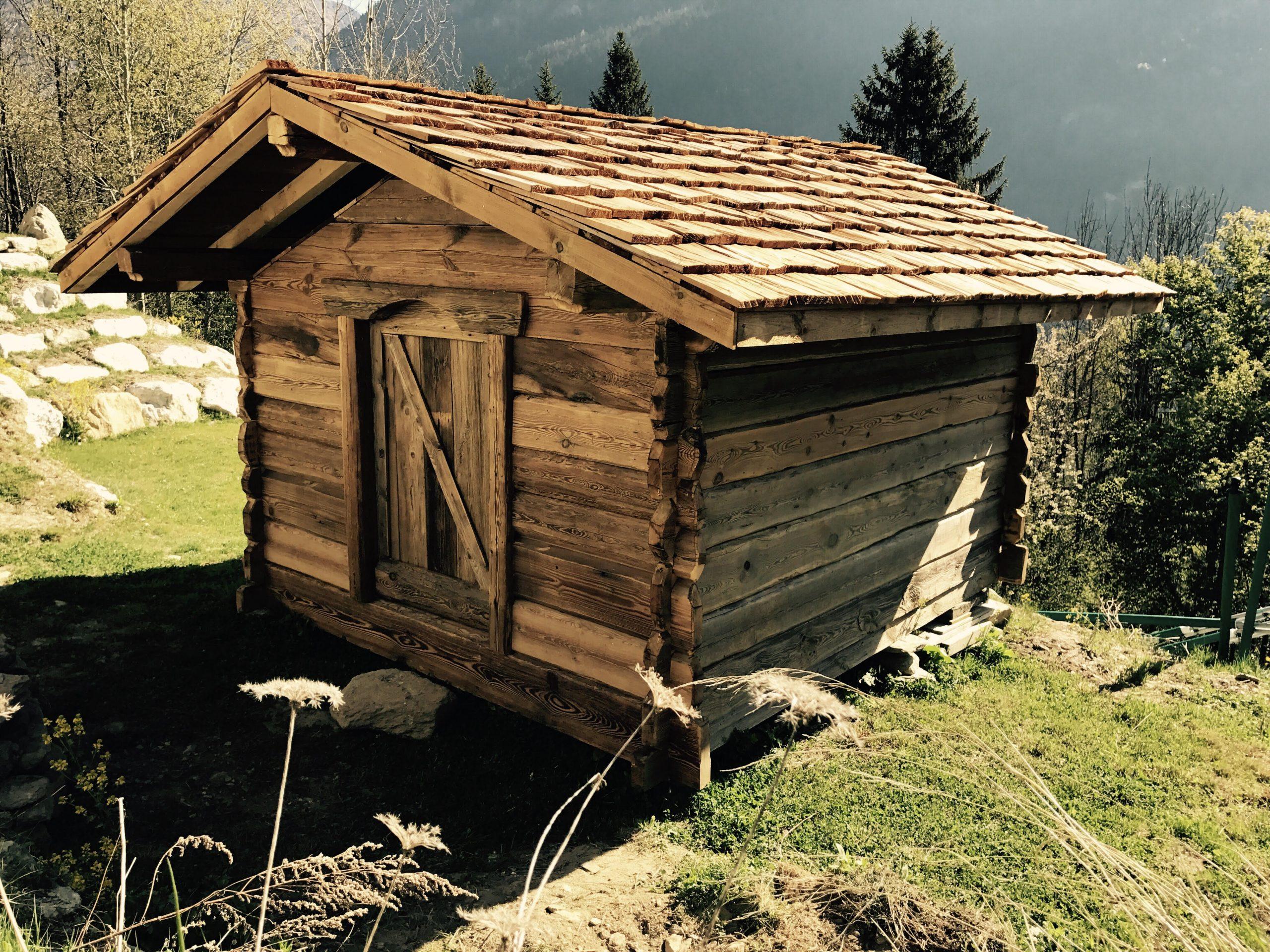 Fabrication De Mazot, Abri De Jardin, Meubles En Vieux Bois pour Fabriquer Un Abri De Jardin