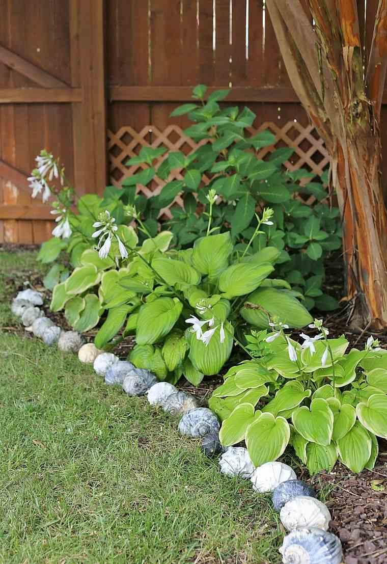 Faire Une Bordure De Jardin - Quel Matériau Choisir Pour Son ... encequiconcerne Bordure Jardin Pas Cher