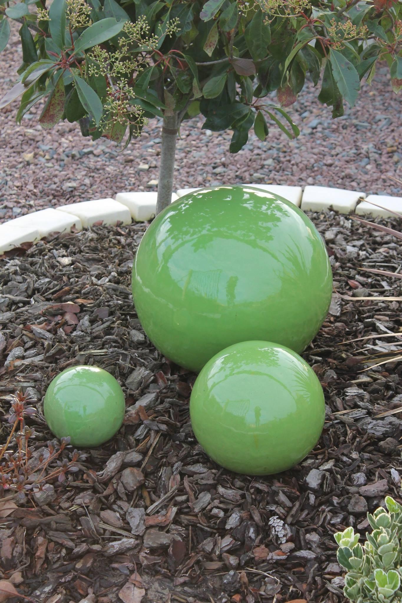 Grosse-Boule-Deco-Jardin-Ceramique-Aublet • Moulin De Jardin ... pour Grosse Pierre Decoration Jardin