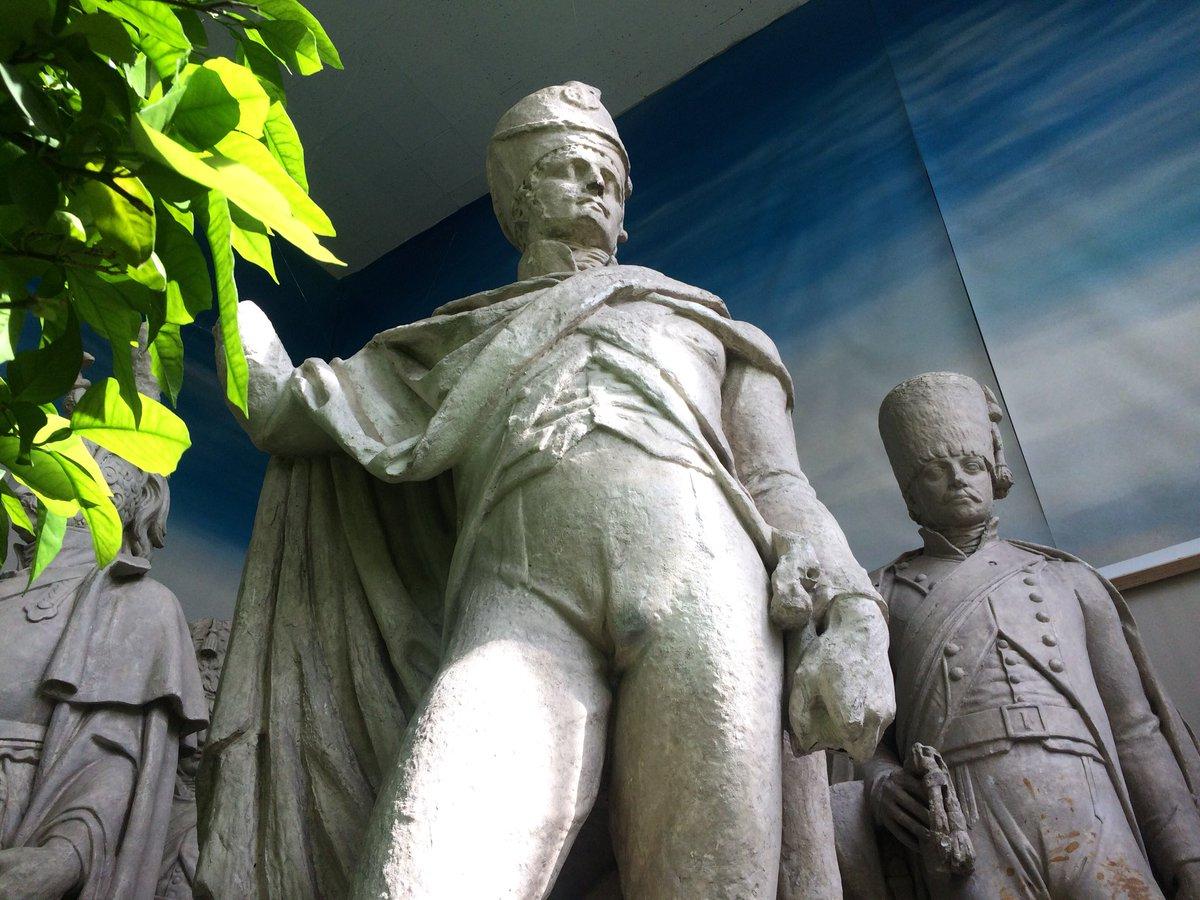 """Guillaume Giraudon On Twitter: """"enfin, L'orangerie (Très ... à Statues De Jardin Occasion"""