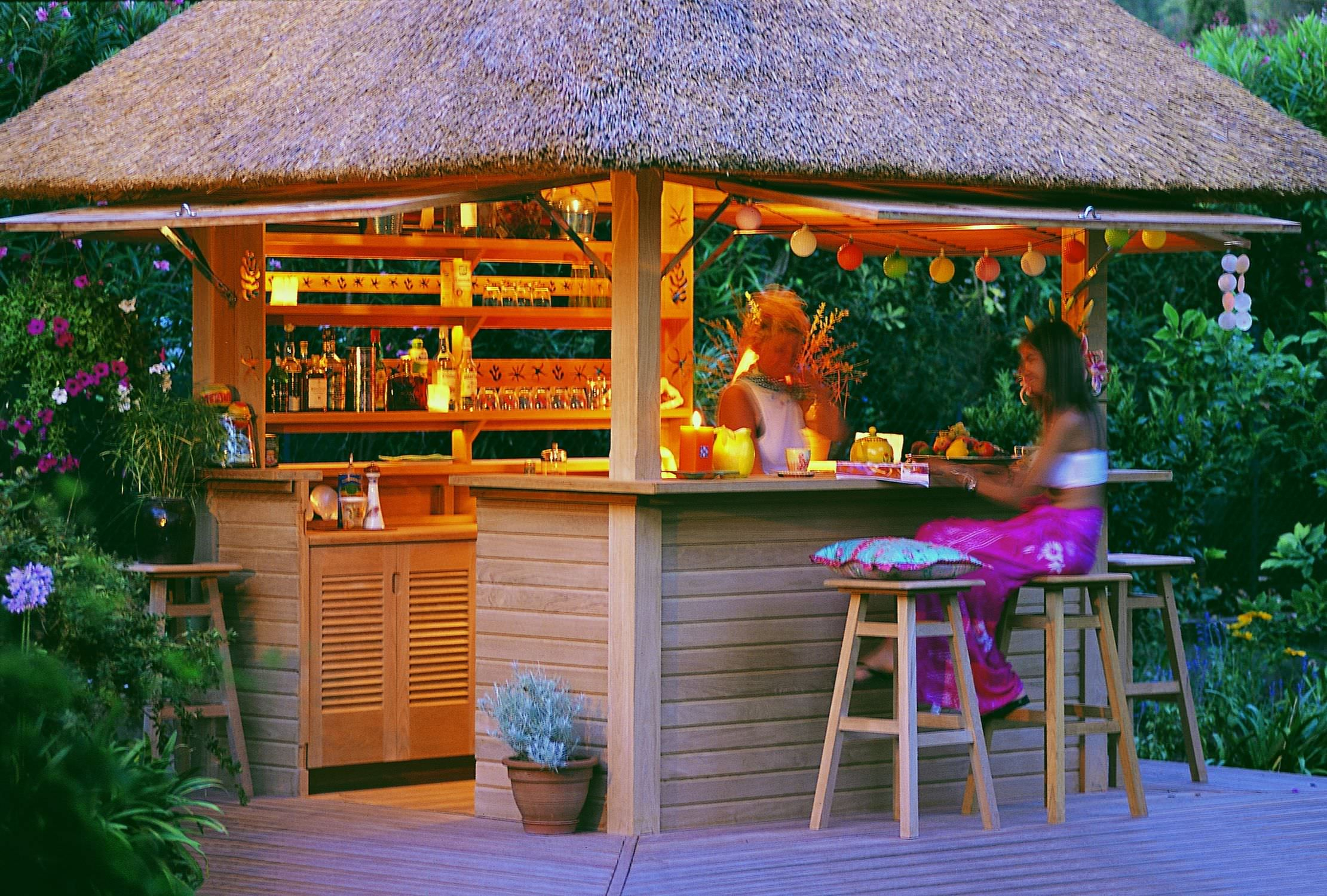 Home Garden Bar - Pirate's Tavern - Honeymoon encequiconcerne Paillote Jardin