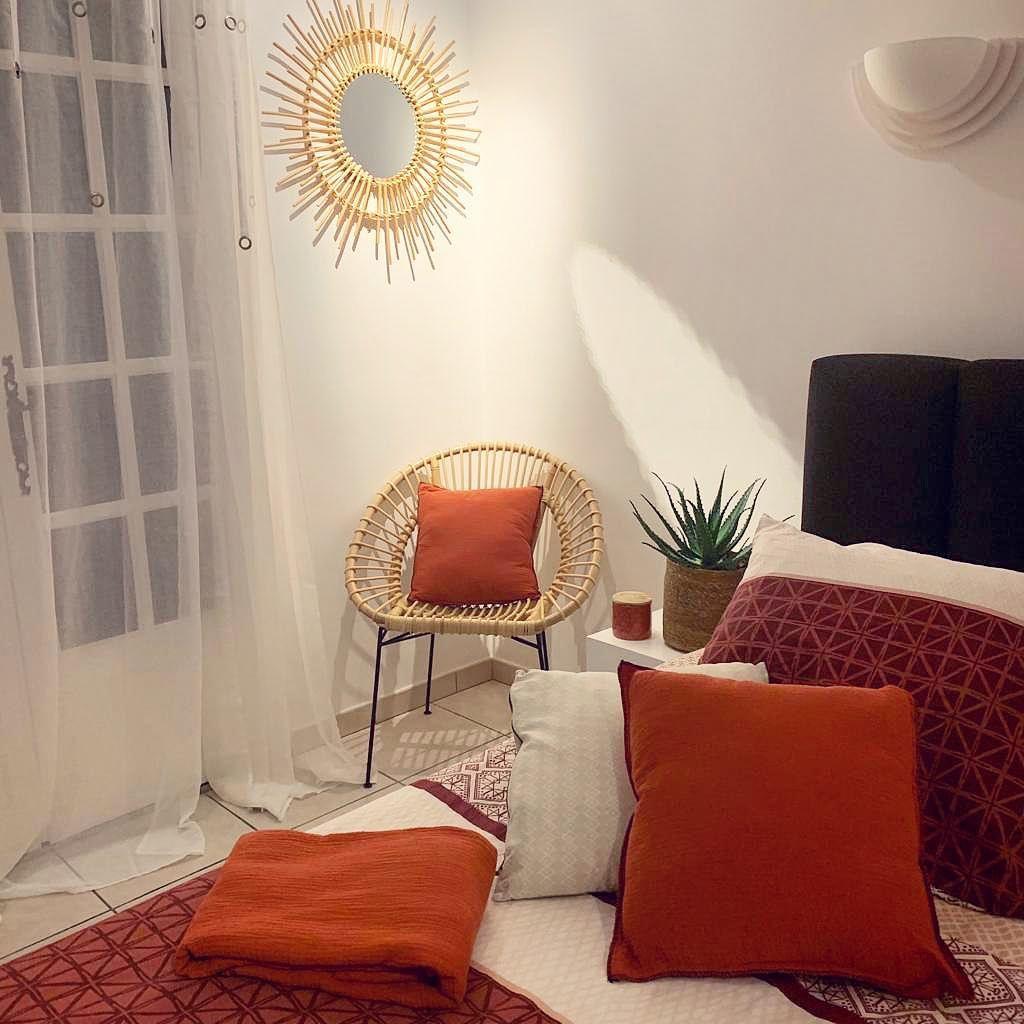 Hoy En Día, La Decoración Es Roja, El Ambiente De Cocooning ... serapportantà Centrakor Salon De Jardin