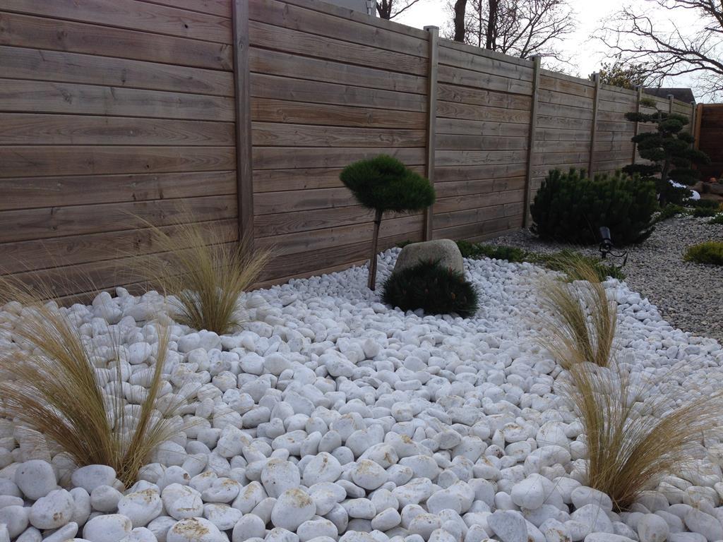 Jardin Paysagé Moderne Avec Galets Et Conifères Nains encequiconcerne Jardin Avec Galets Blancs