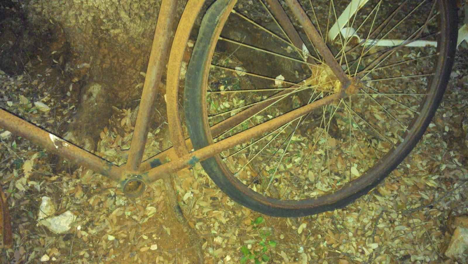 Le Vide Grenier De Didou La Brocante: Ancien Vélo Tout ... serapportantà Velo Deco Jardin