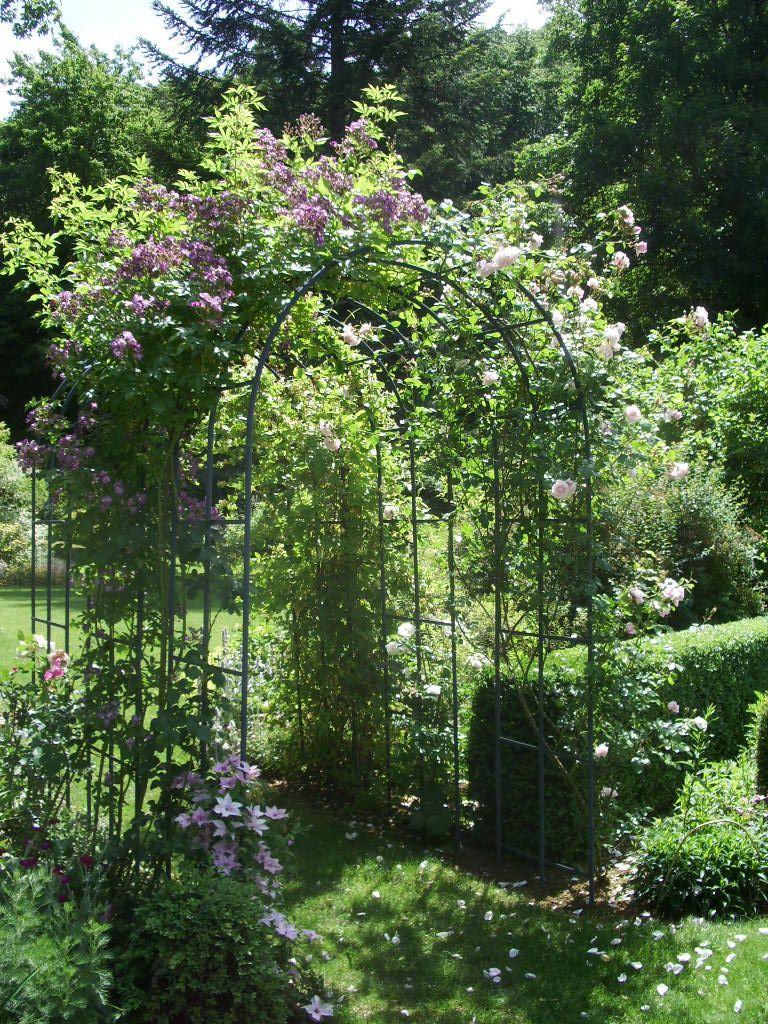 Les Premiers Arceaux Installés Au Jardin, À L'entrée Du ... tout Arceau Jardin
