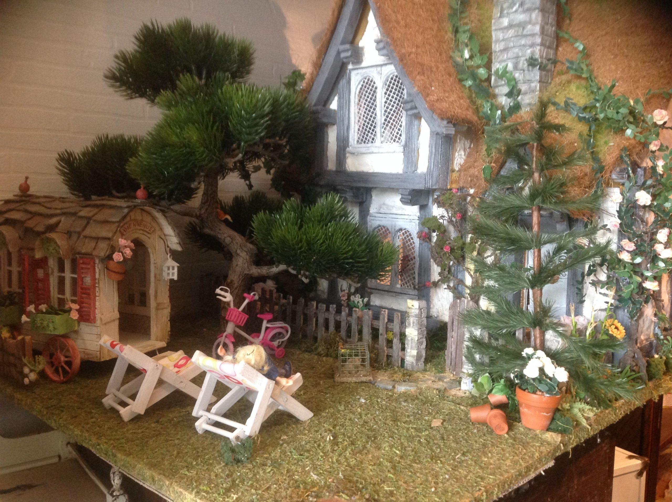 Maison Poupee Miniature Cottage Jardin | Poupées Miniatures ... intérieur Maison Jardin Jouet