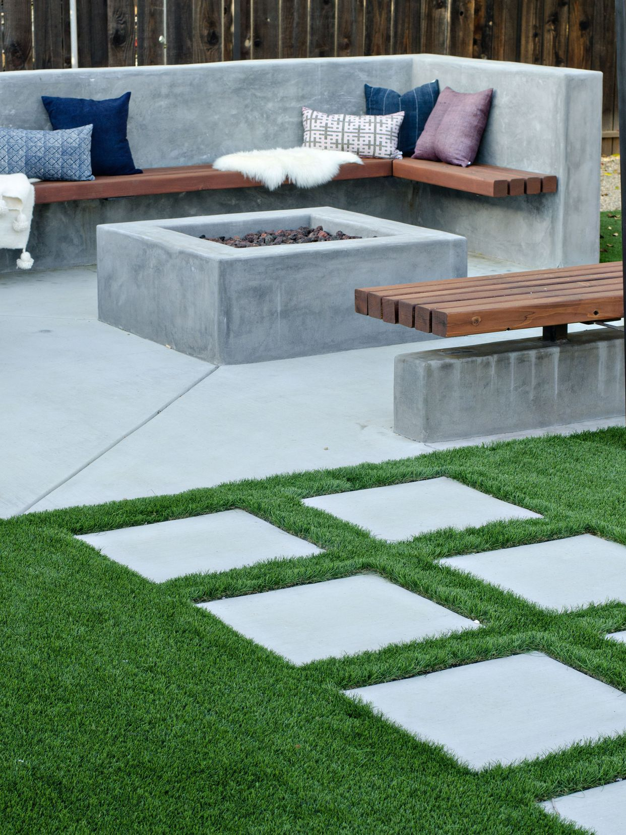 Modern California Backyard Reveal (Brittanymakes) | Salon De ... serapportantà Salon De Jardin California