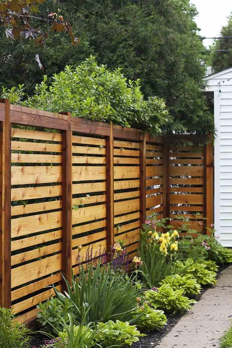 Palissade Jardin Pour Délimiter L'espace Et Préserver L ... destiné Separation De Jardin