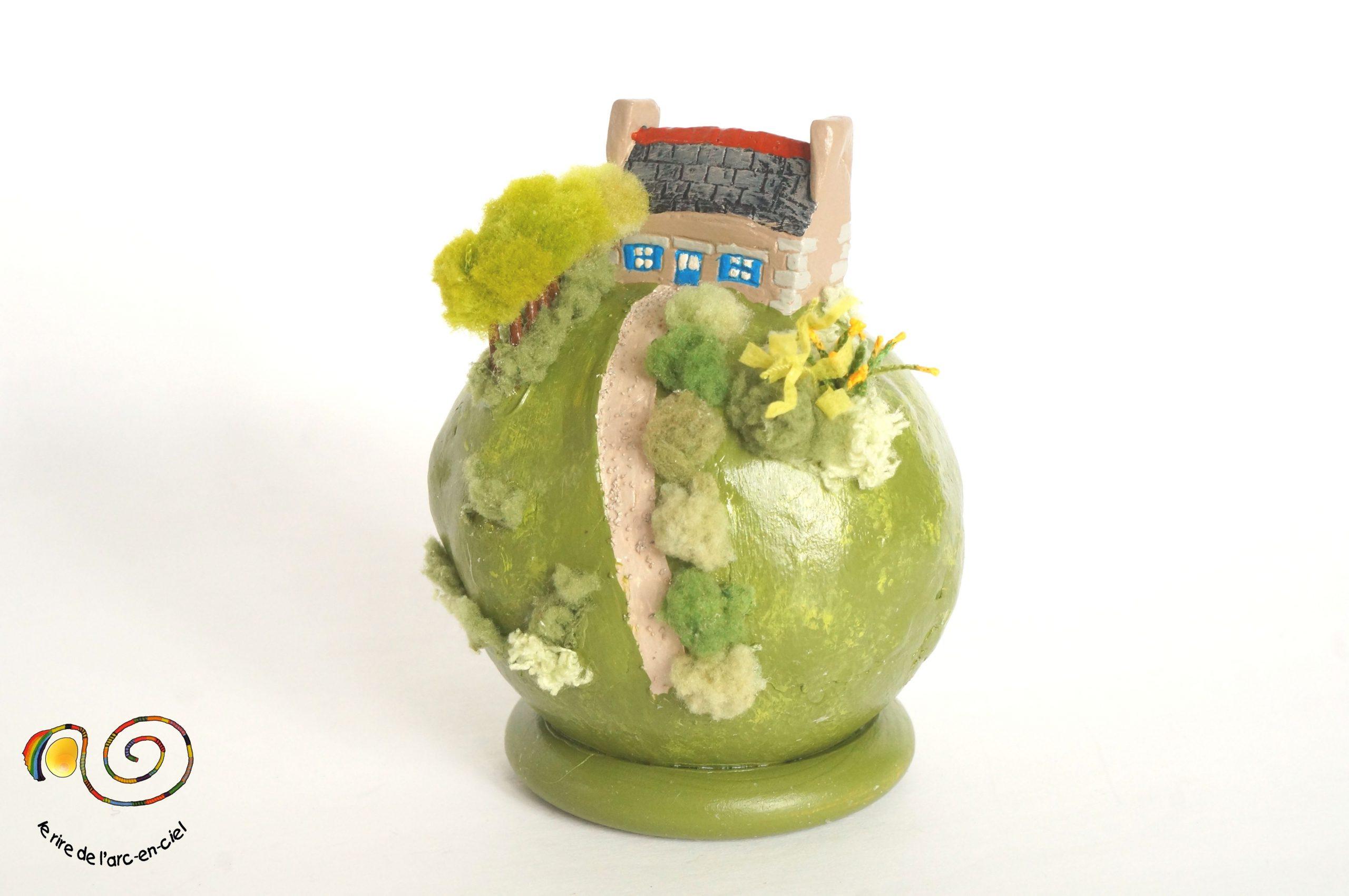 Petit Monde, Boule Décorative Diorama, Maison Bretonne Et ... dedans Boule Décorative Jardin