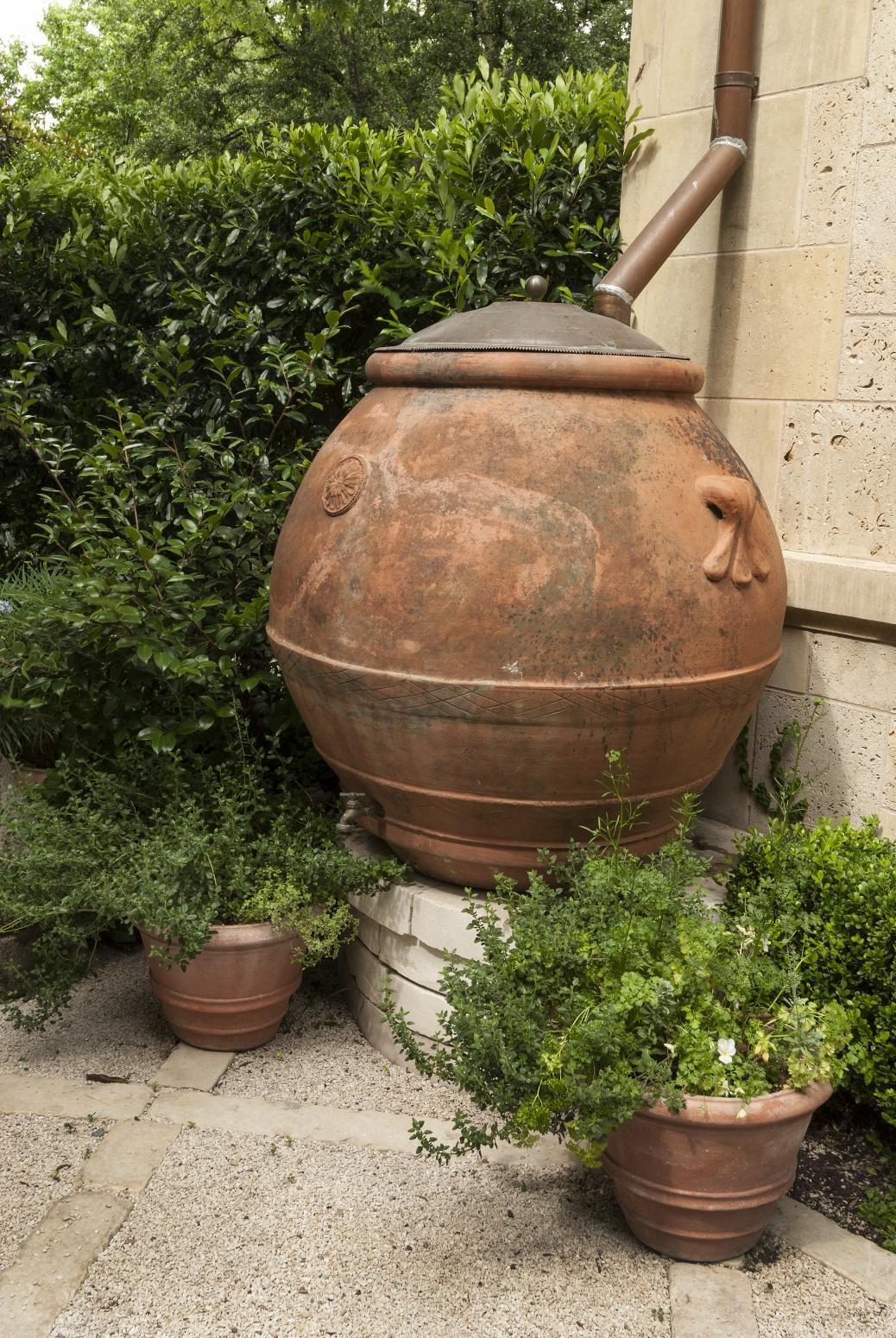 Recyclage D'une Vieille #jarre A Huile D'olive En Baril De ... tout Jarre De Jardin
