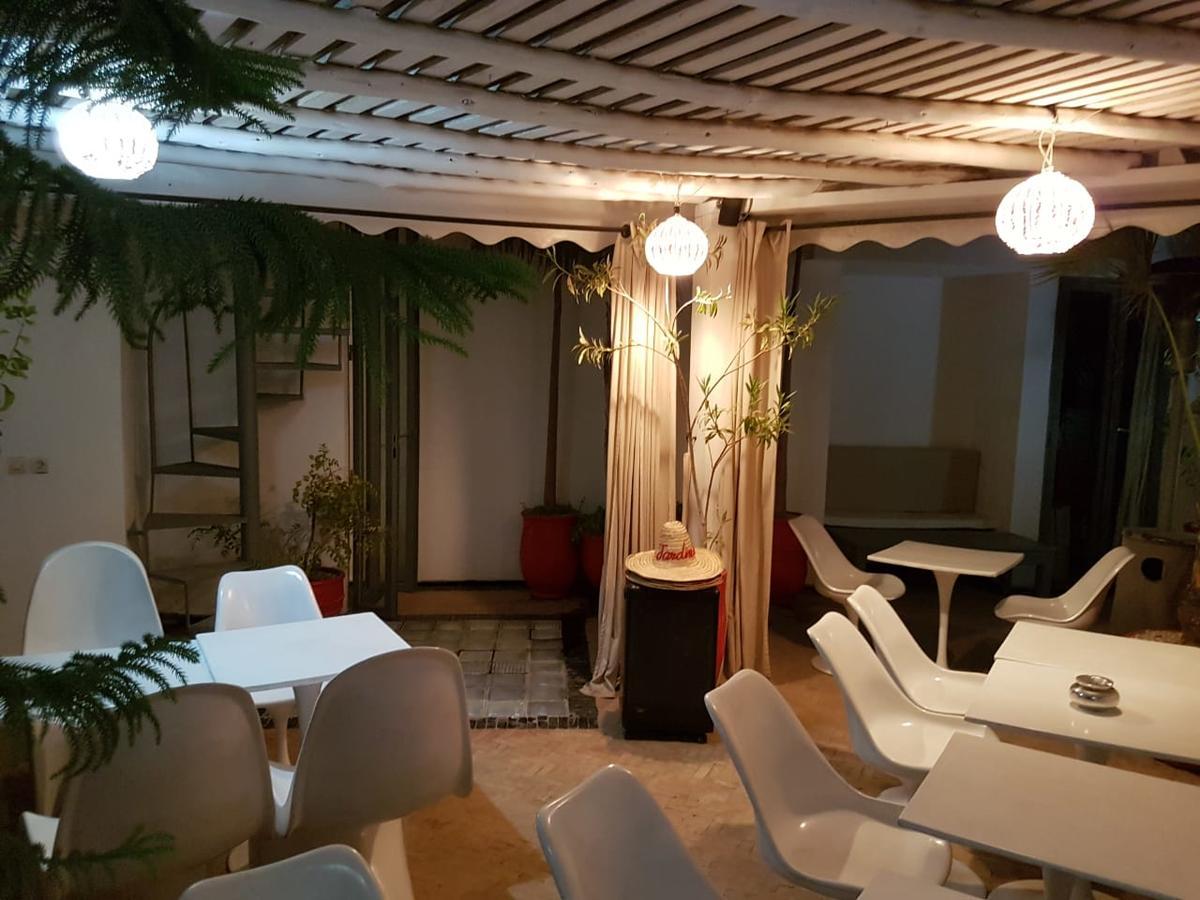 Riad Jardins Des Lilas, Marrakesh, Morocco - Booking intérieur Salon De Jardin California