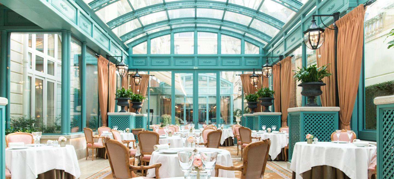 Ritz Paris : Hôtel De Luxe 5 Étoiles Place Vendôme tout Salon De Jardin Table Haute
