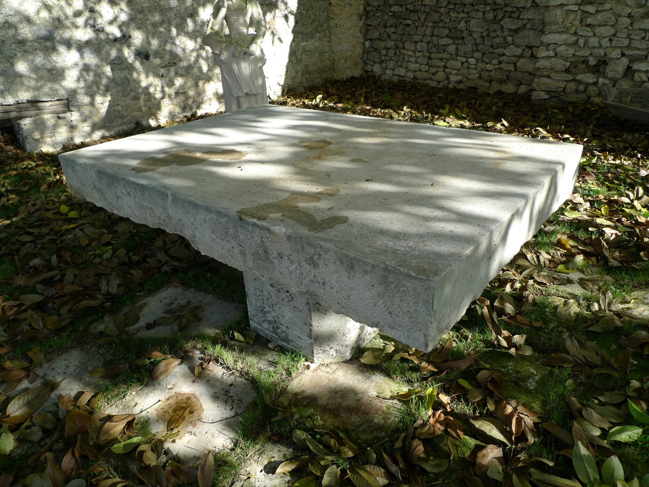 Sculptures & Ornements - Mobilier (Jardin) (Ref. E5966 ... avec Salon De Jardin En Pierre