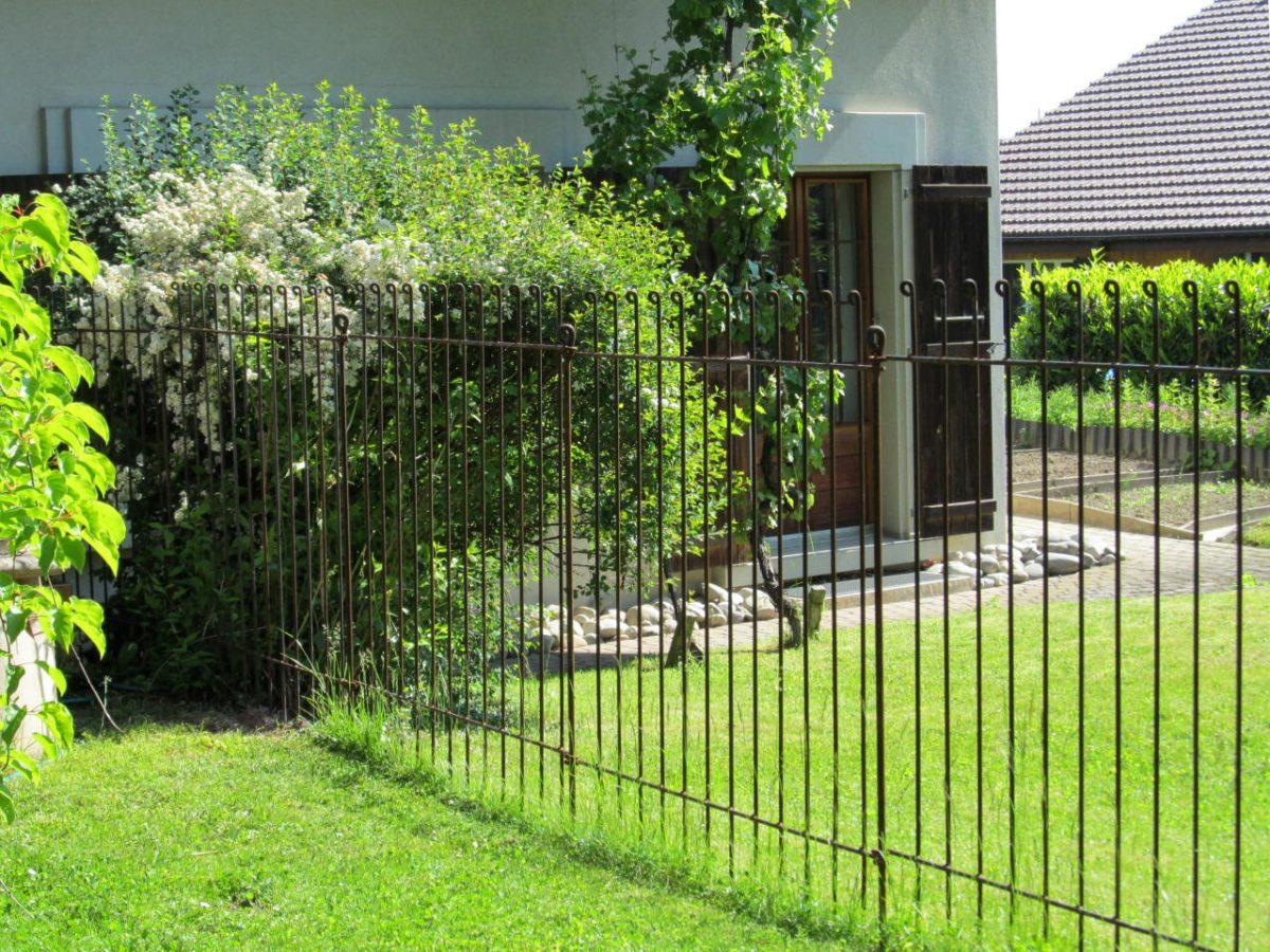 Séparation Dans Un Jardin Pour Un Gros Chien - Melabel® Clôtures dedans Separation De Jardin