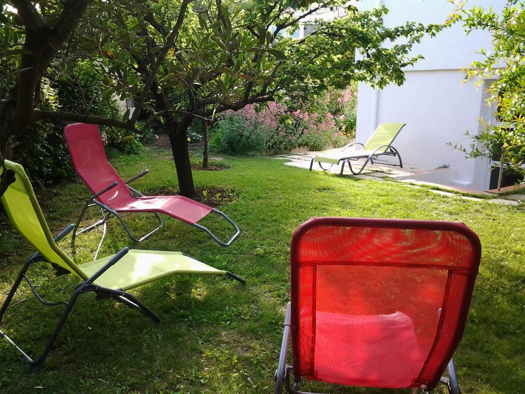 Tatil Evi 3 Allée Henri De Toulouse Lautrec (Fransa Carnoux ... encequiconcerne Table De Jardin Intermarché