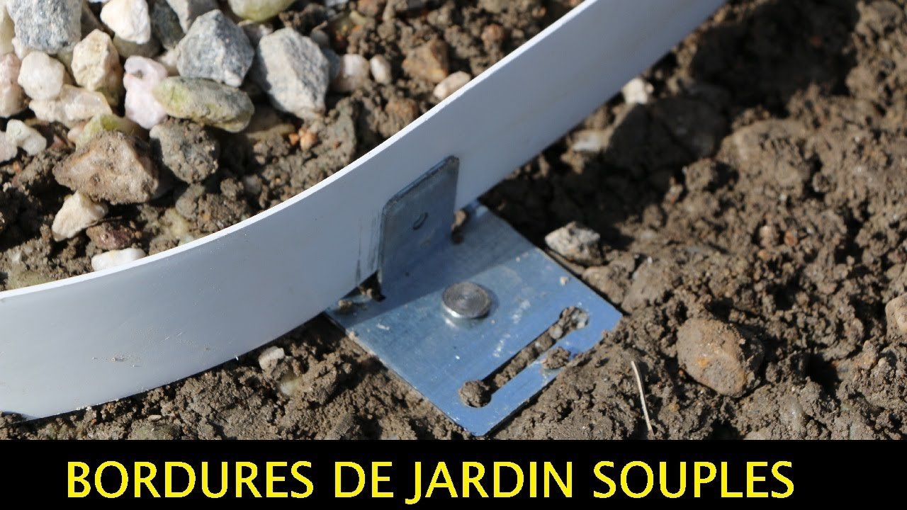 Tuto : Comment Poser Bordures De Jardin Souples Pvc-Galva-Corten - Apanages destiné Bordure Jardin Metal