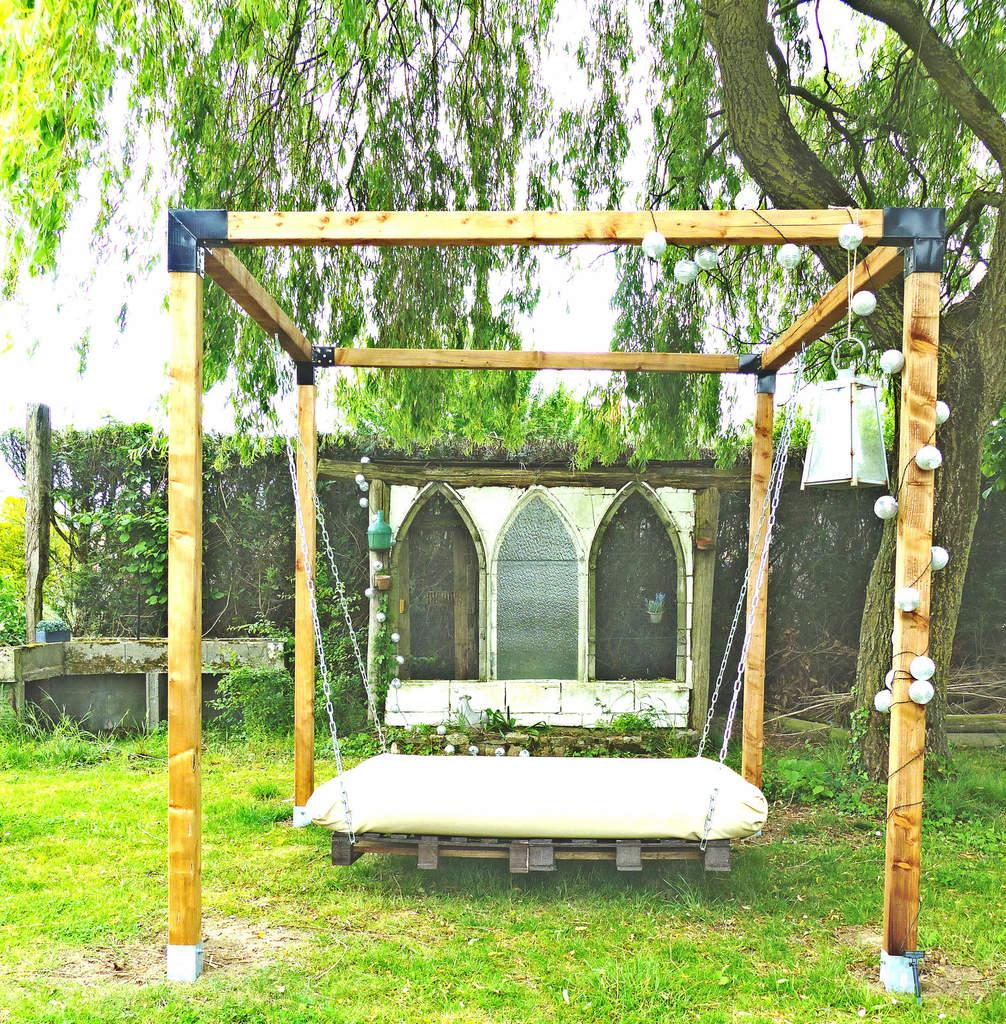 Un Lit Suspendu Dans Le Jardin - À La Jolie Trouvaille pour Lit Suspendu Jardin