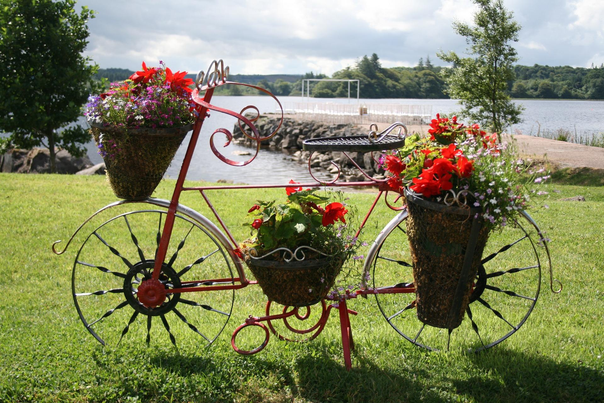 Une Touche D'originalité Avec Le Vélo Déco Jardin | Unmec.fr serapportantà Velo Deco Jardin