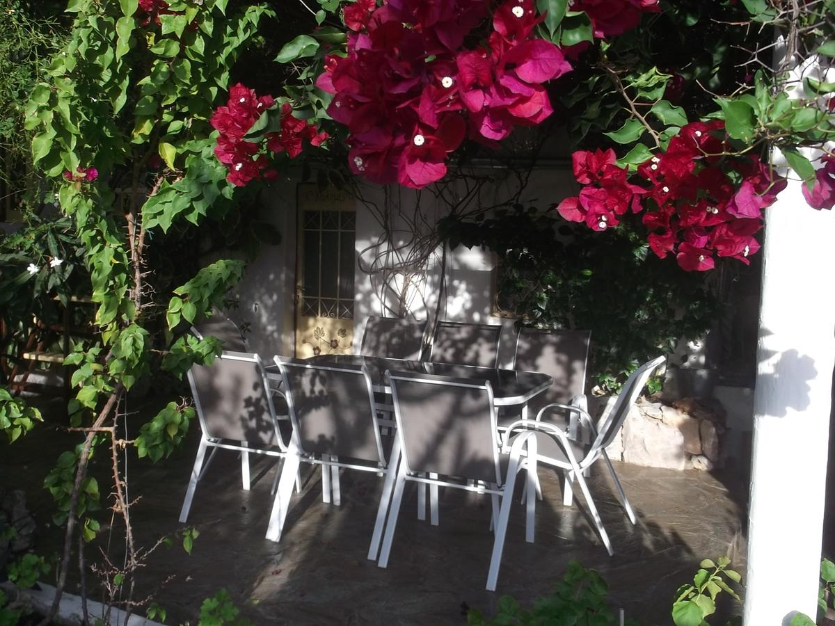 Vacation Home Au Pied De La Falaise Rouge, Leonidio, Greece ... concernant Velo Deco Jardin