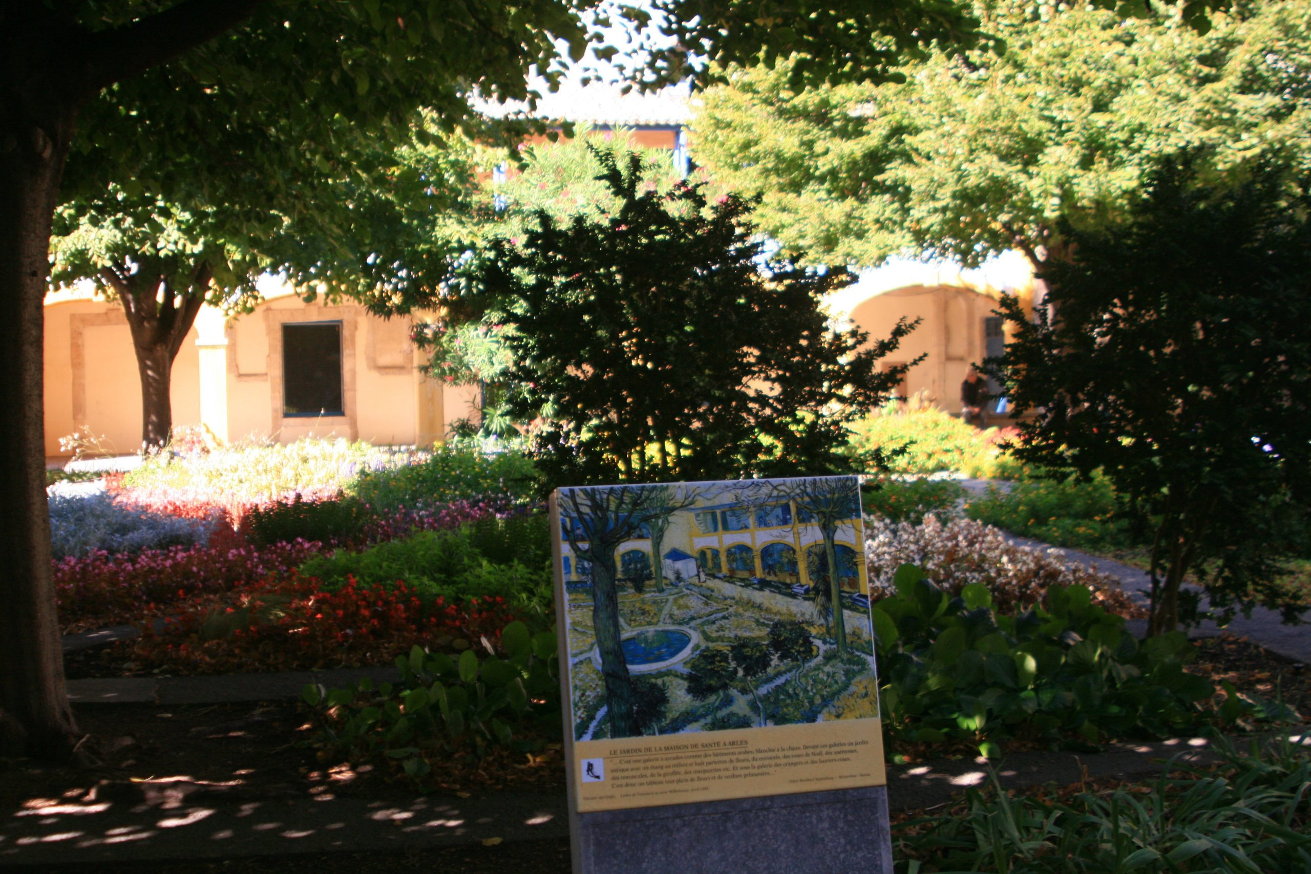 Van Gogh's Arles With A Little Roman Ruin For Chaser ... destiné Chaux Jardin