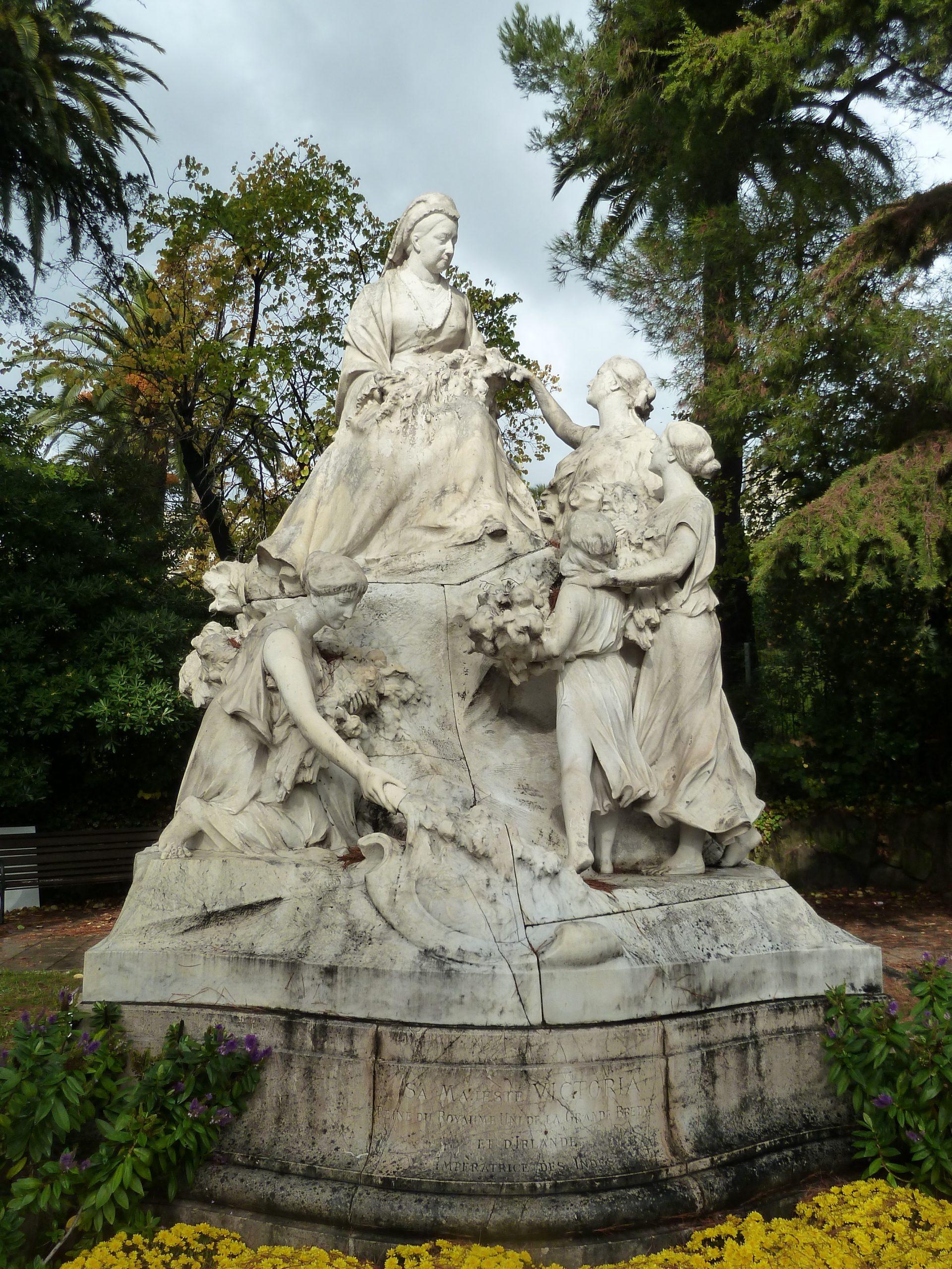 World War Two Iconoclasm: The Destruction And Reconstruction ... dedans Statues De Jardin Occasion