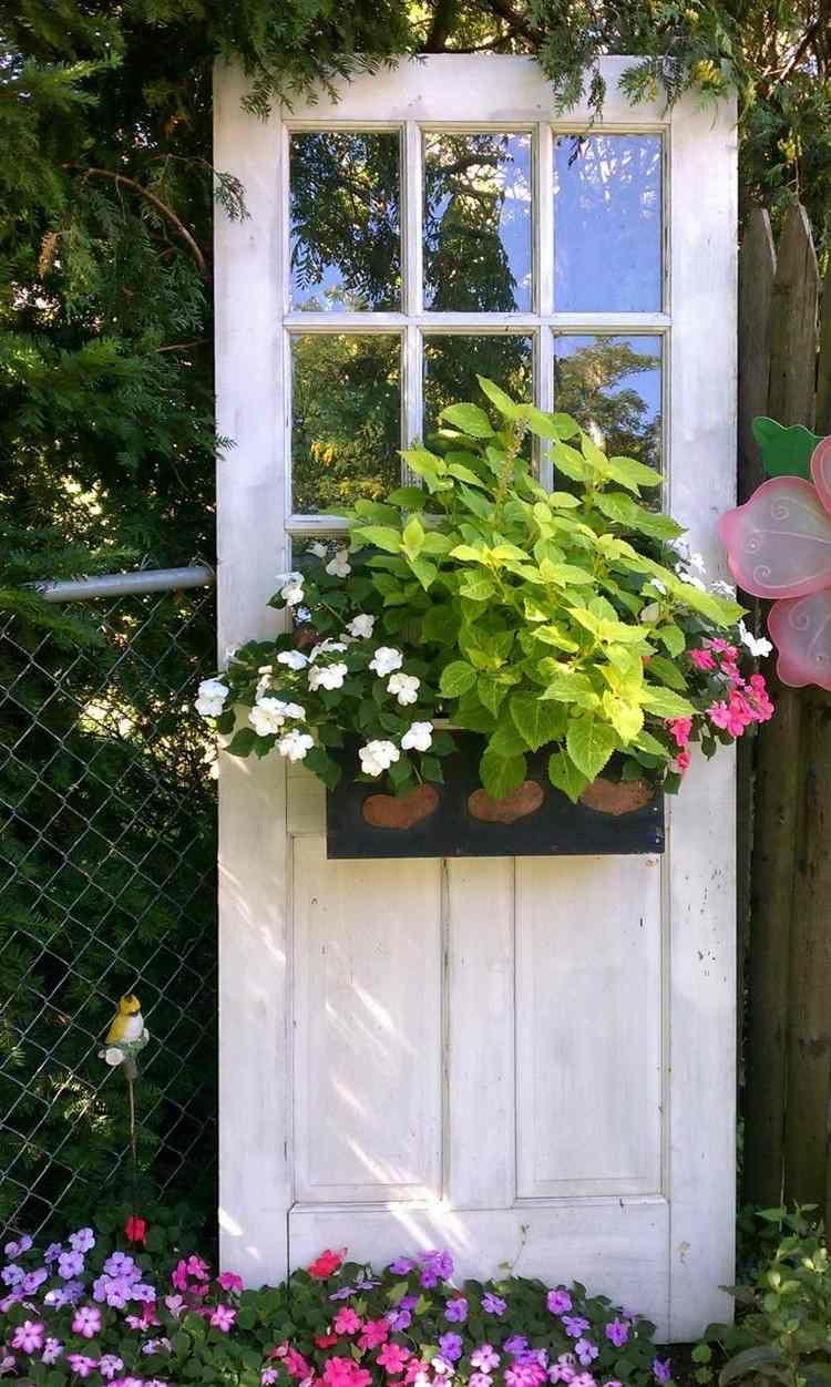 55 Ideen Für Gartendeko Aus Alten Fenstern Und Türen | Idee ... dedans Idee Deco Jardin
