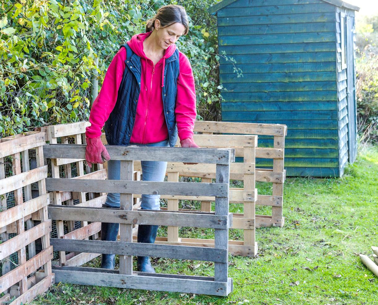 7 Secrets Pour Fabriquer Son Composteur En Bois En 1 Heure ... intérieur Créer Des Bacs De Jardin Avec Des Palettes