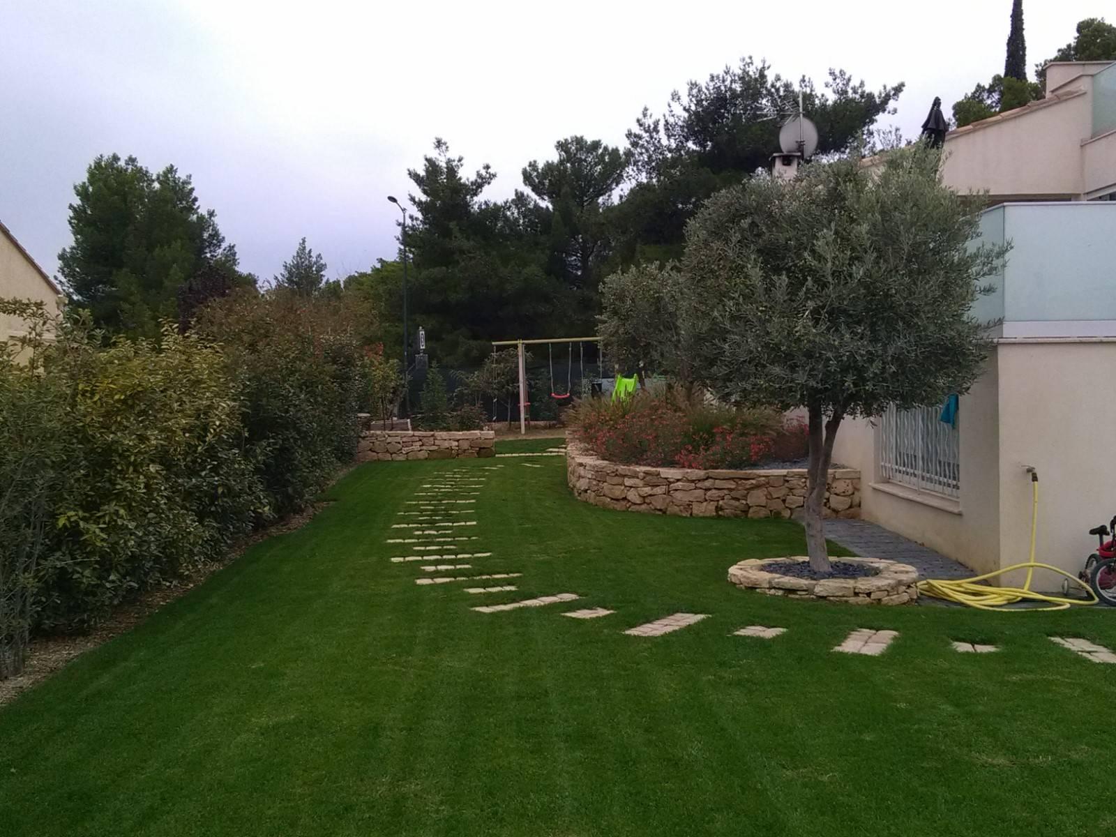 Aménagement D'un Jardin Devant Une Maison À Berre L'etang ... dedans Jardin Devant Maison