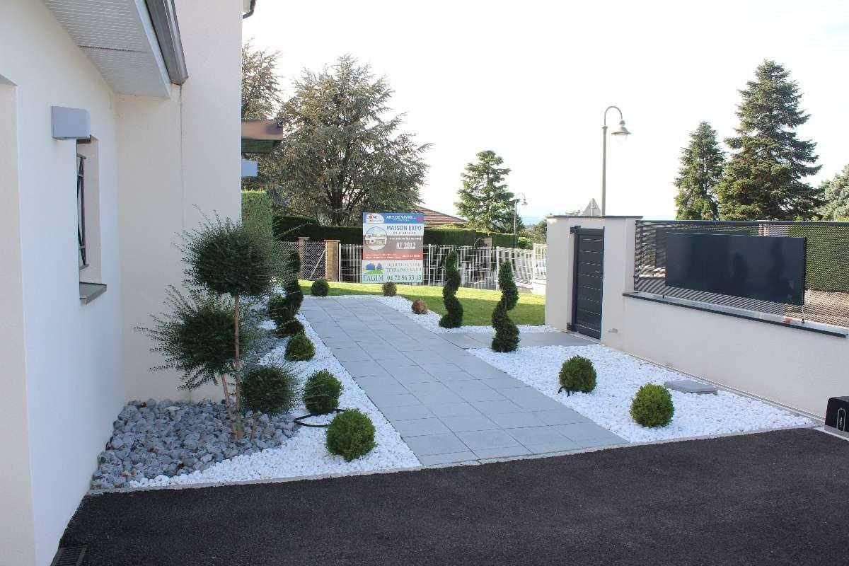 Amenager Entree Extérieure Maison Amenagement Entree E ... destiné Idee Amenagement Jardin Devant Maison