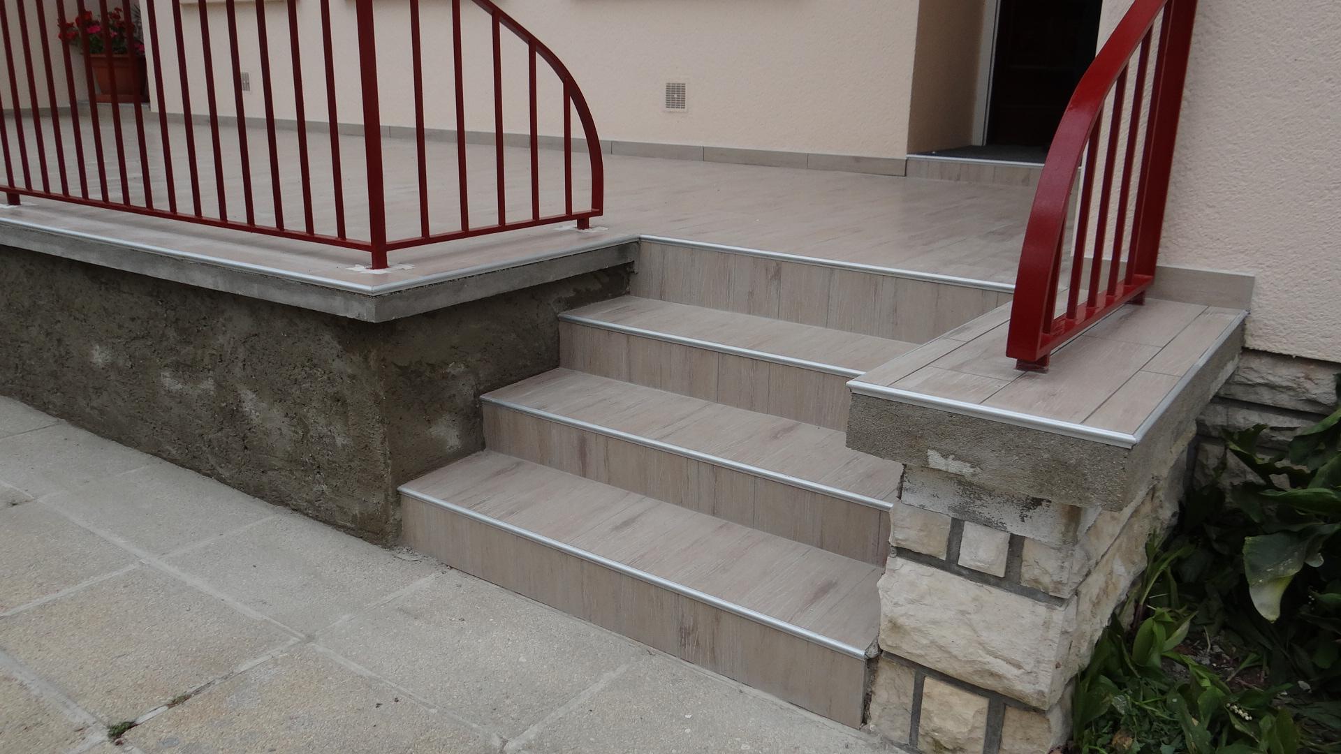 Carrelage Exterieur Pour Escalier Avec Nez De Marche   Venus ... pour Carrelage Escalier Extérieur