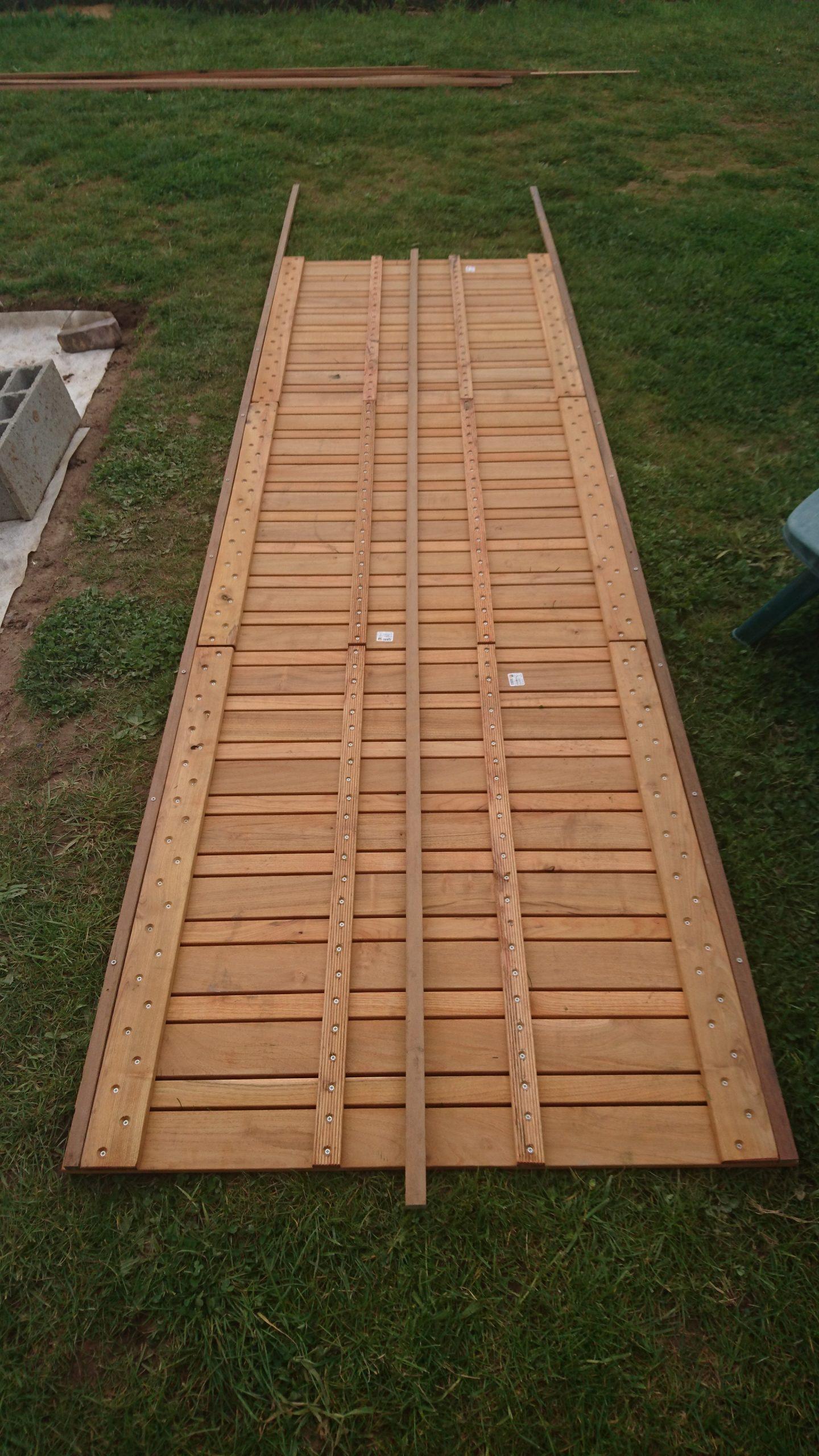 Construire Sa Terrasse Sur De La Terre Meuble - Construction ... tout Terrasse Bois Castorama Sur Plots