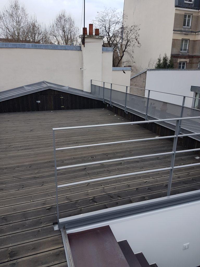 Création D'une Terrasse Sur Le Toit D'un Immeuble Parisien ... tout Trappe D'accès Toiture Terrasse