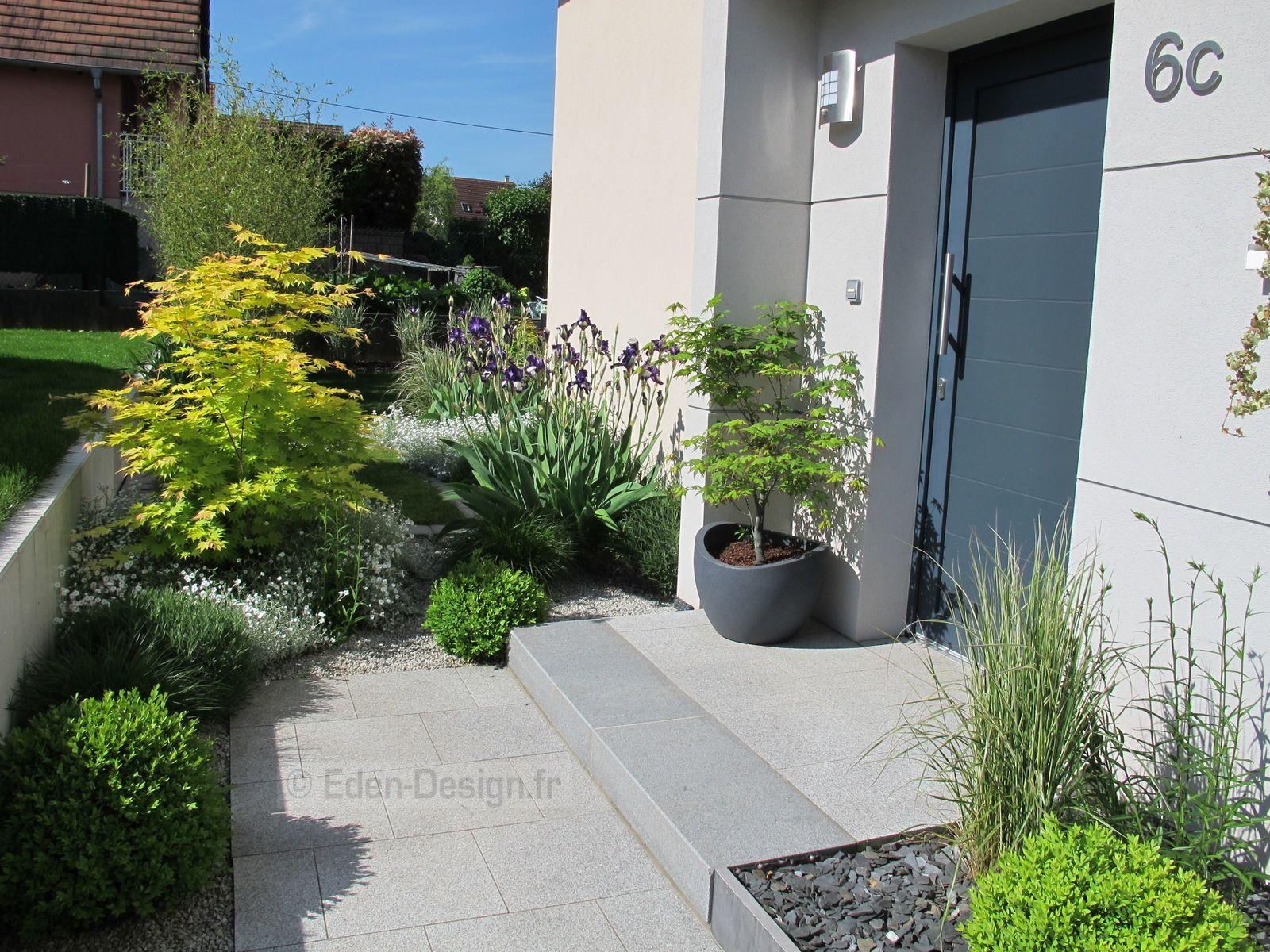 Devant De Maison, Aménagement Moderne Avec Escalier En ... serapportantà Aménagement Paysager Devant Maison Moderne