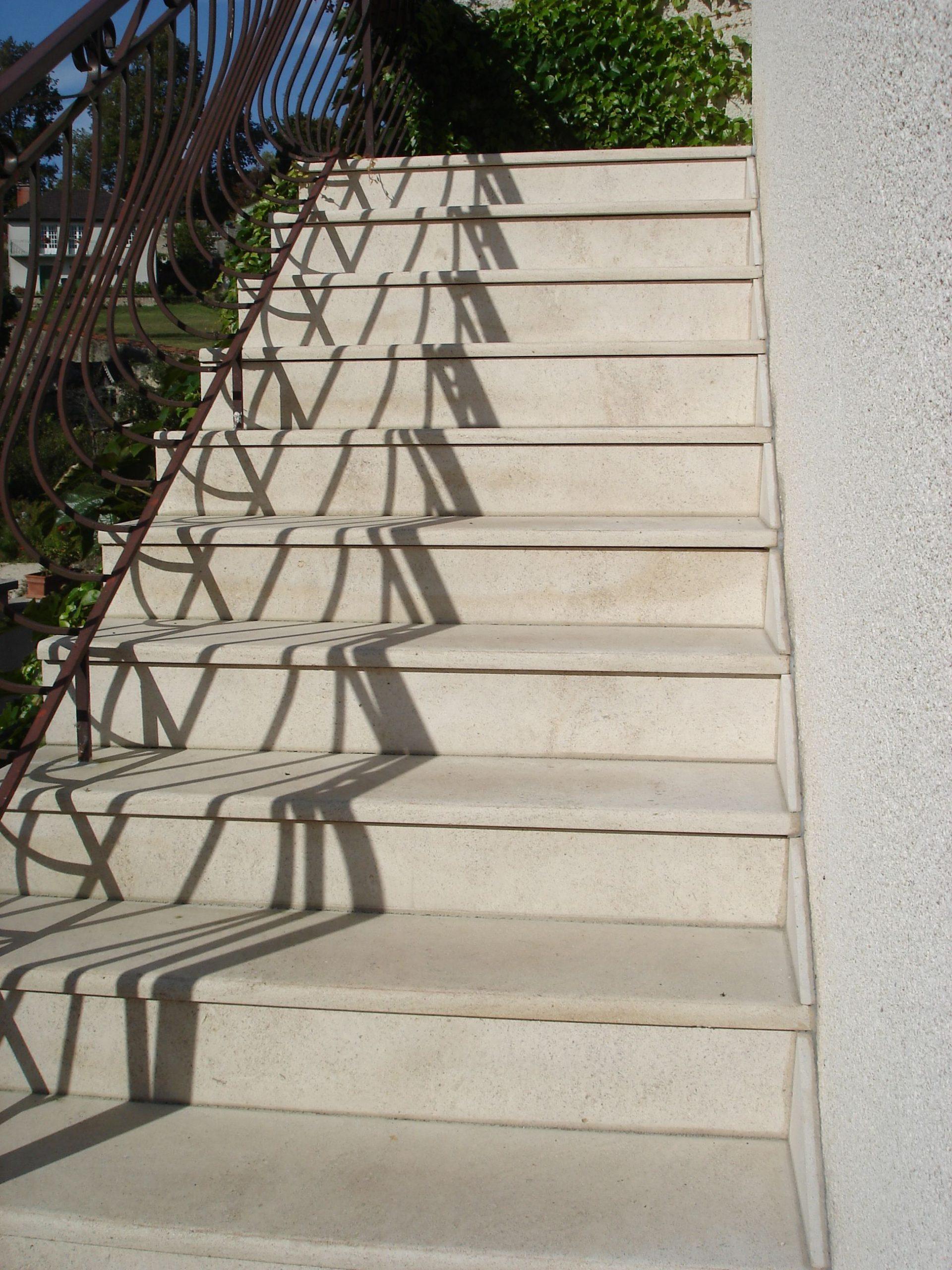 Escalier En Pierre Naturelle De Bourgogne Semond Clair ... intérieur Carrelage Escalier Extérieur