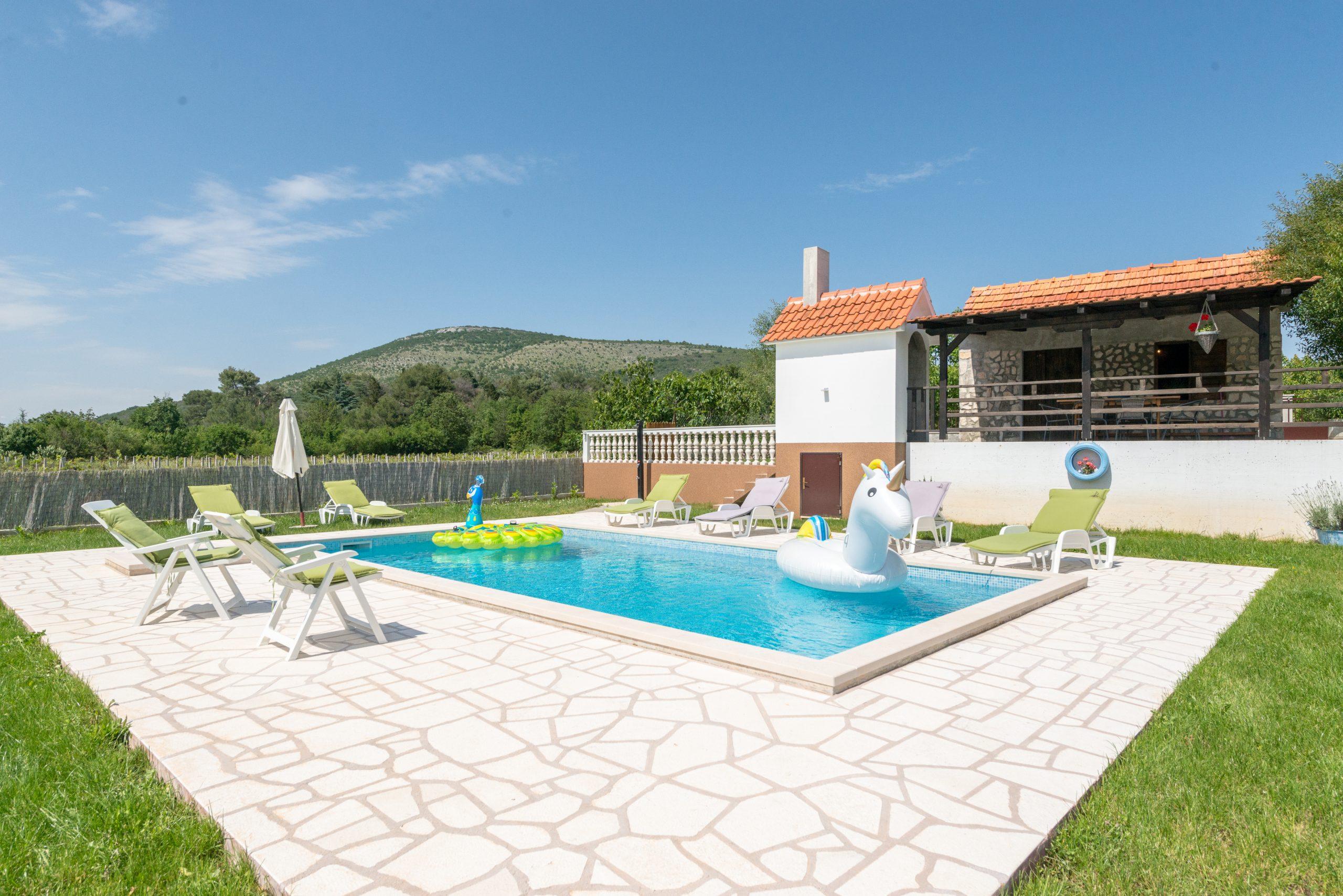 "House ""gaby"" With Pool - Houses For Rent In Labin, Splitsko ... concernant Pool House 10M2"