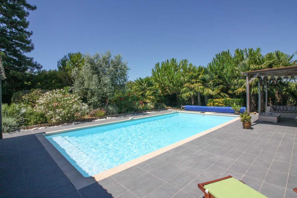 House With Pool Sale St Amant De Nouère, Charente - Charente ... serapportantà Pool House 10M2