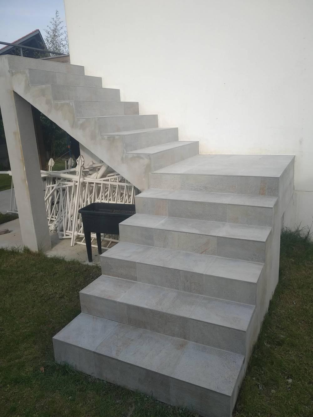 J Rénov : Pose Carrelage Extérieur La Montagne dedans Carrelage Escalier Extérieur