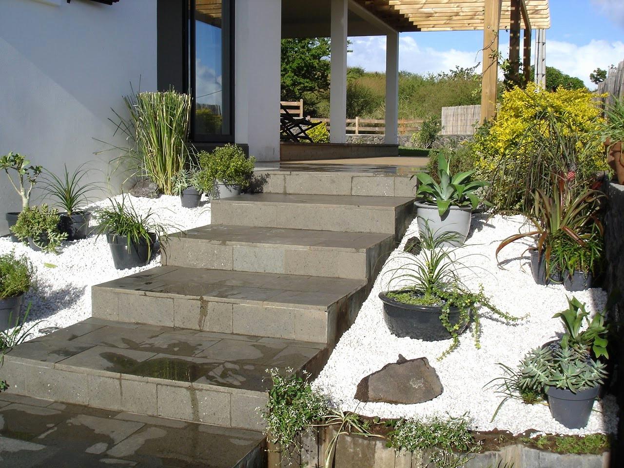 Jardin Devant Maison Moderne – Gamboahinestrosa avec Parterre Devant Maison Moderne
