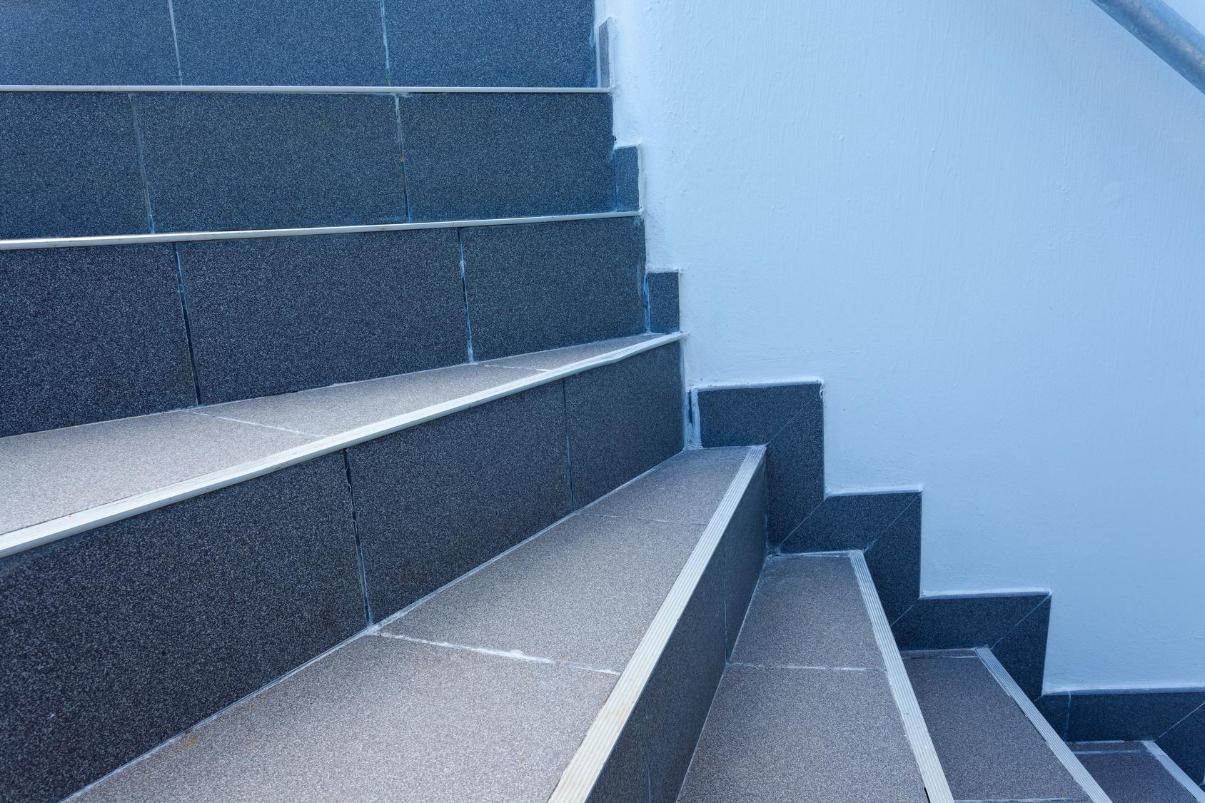Le Carrelage Pour Un Escalier : Dans Quel Cas Et Comment Le ... destiné Carrelage Escalier Extérieur