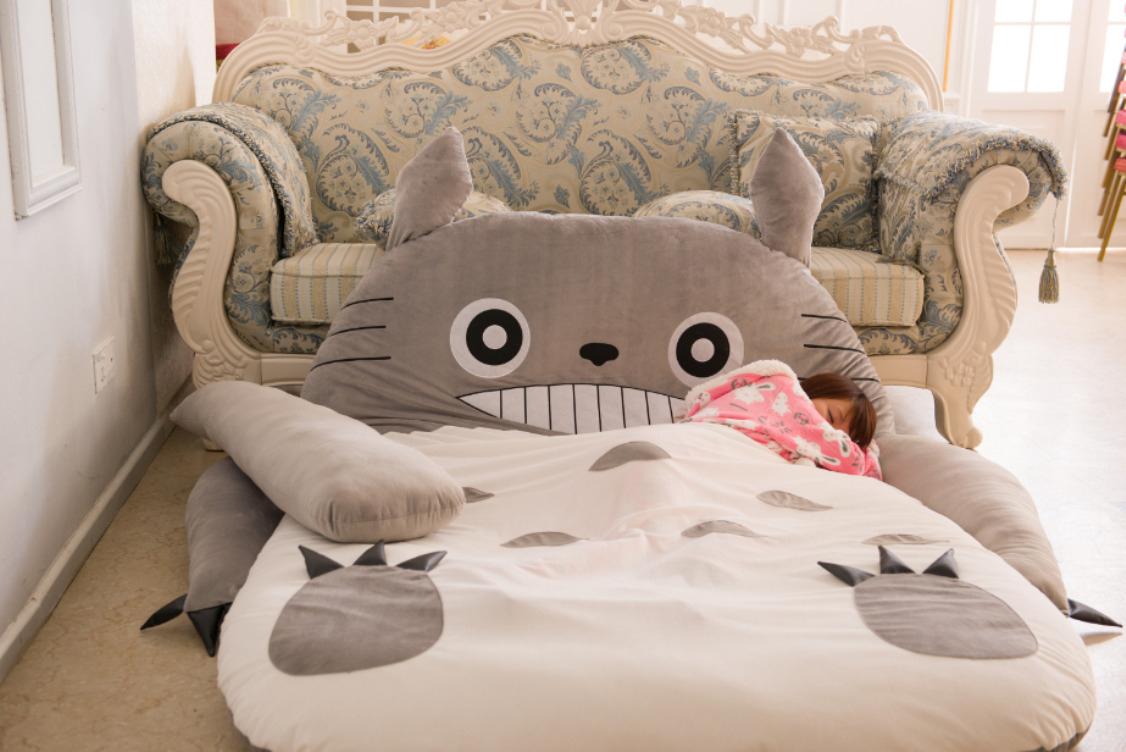 Lit Totoro (20 Photos): Caractéristiques Du Modèle-Oreiller ... encequiconcerne Coussin Totoro Geant