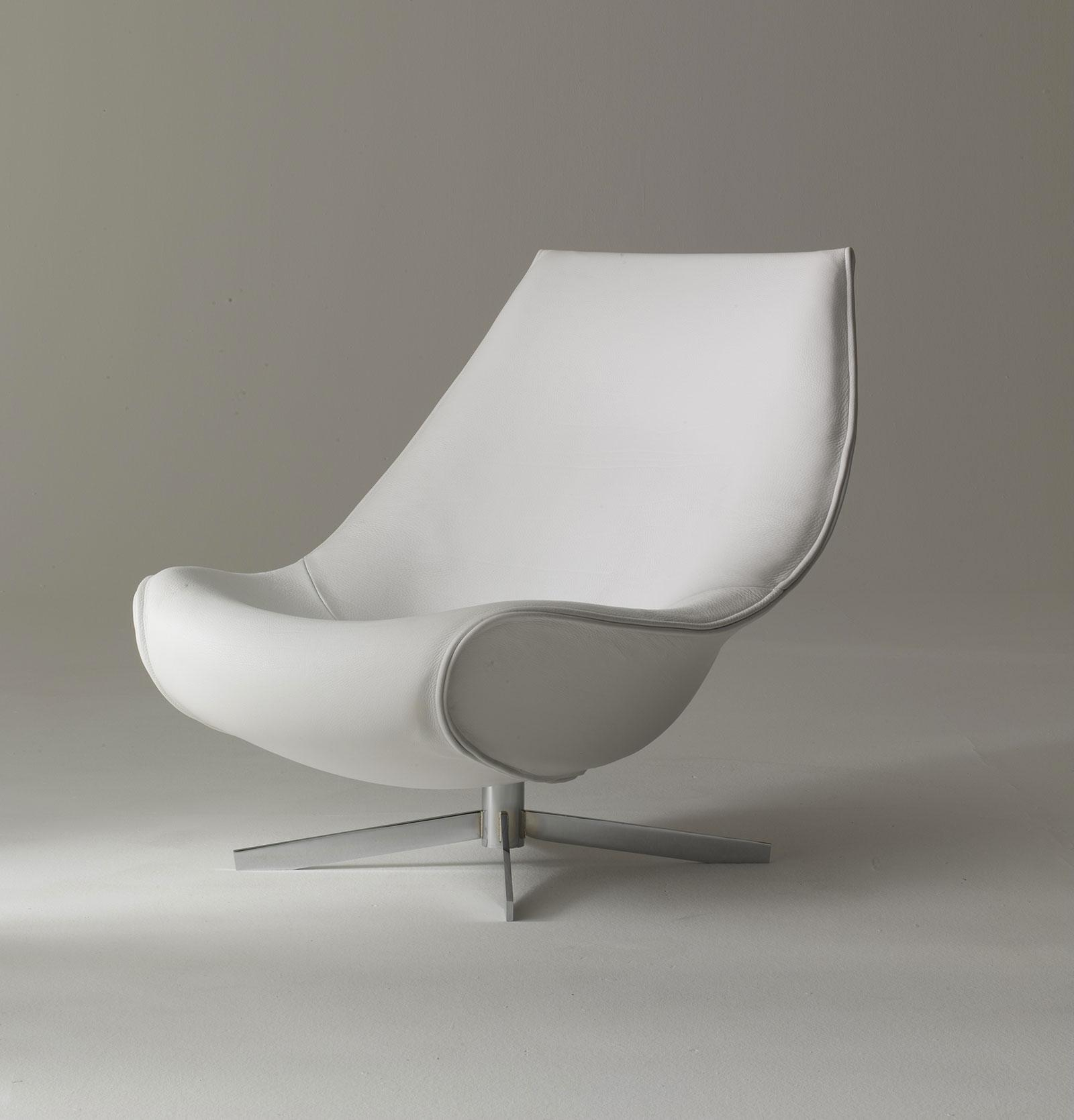 Oyster Relax Armchair Completely Covered In Saddle Leather tout Fauteuil Relax Design Italien