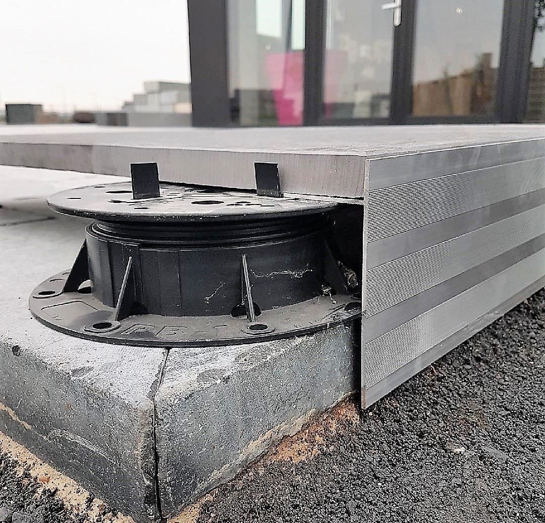 Profil Alu Pour Terrasse Sur Plots   Carrelage Terrasse ... serapportantà Finition Bordure Terrasse Dalle Sur Plot