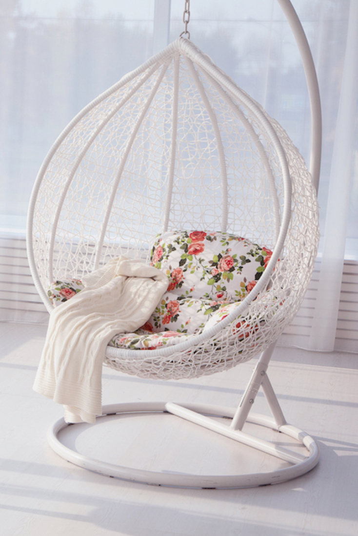 Shabby Chic Style Hanging Chair. #shabbychic #hangingchair ... intérieur Fauteuil Suspendu Wish