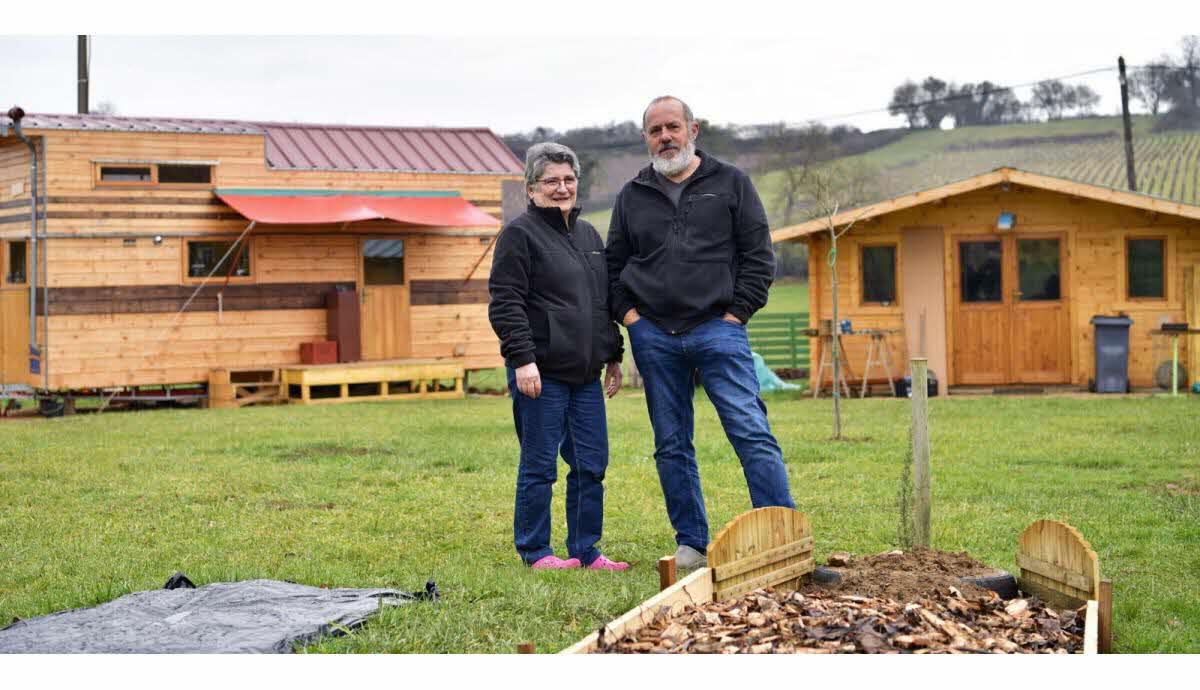Société | Ozenay : Ils Ont Troqué Leur Grande Maison Pour ... tout Marie Claire Maison Amenagement Devant Maison