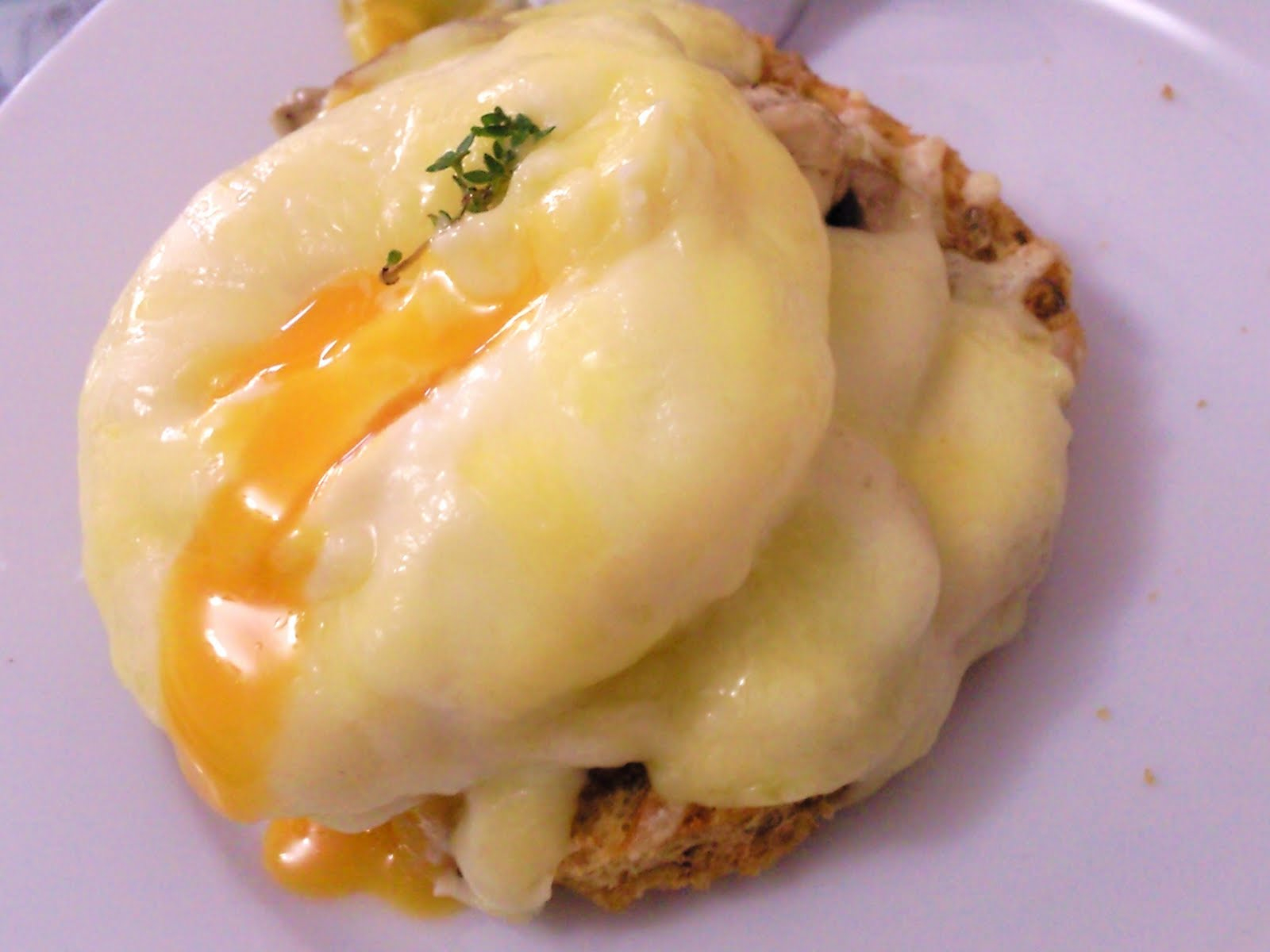 The Adventures Of An Oven: Poached Eggs On A Canapé With A ... destiné Canapé Julia But