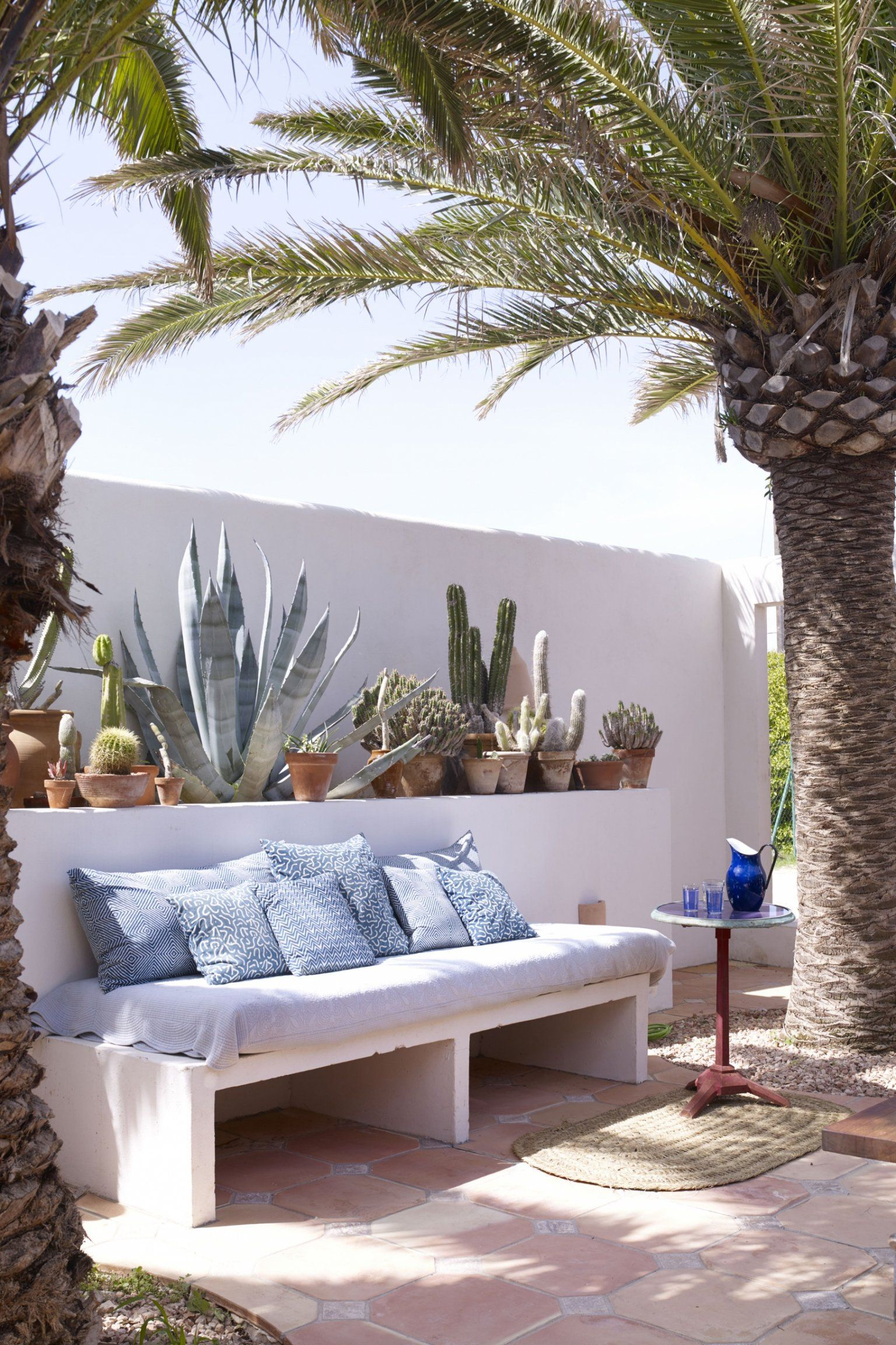 Une Banquette En Chaux | Banquette Jardin, Deco Terrasse ... serapportantà Marie Claire Maison Amenagement Devant Maison