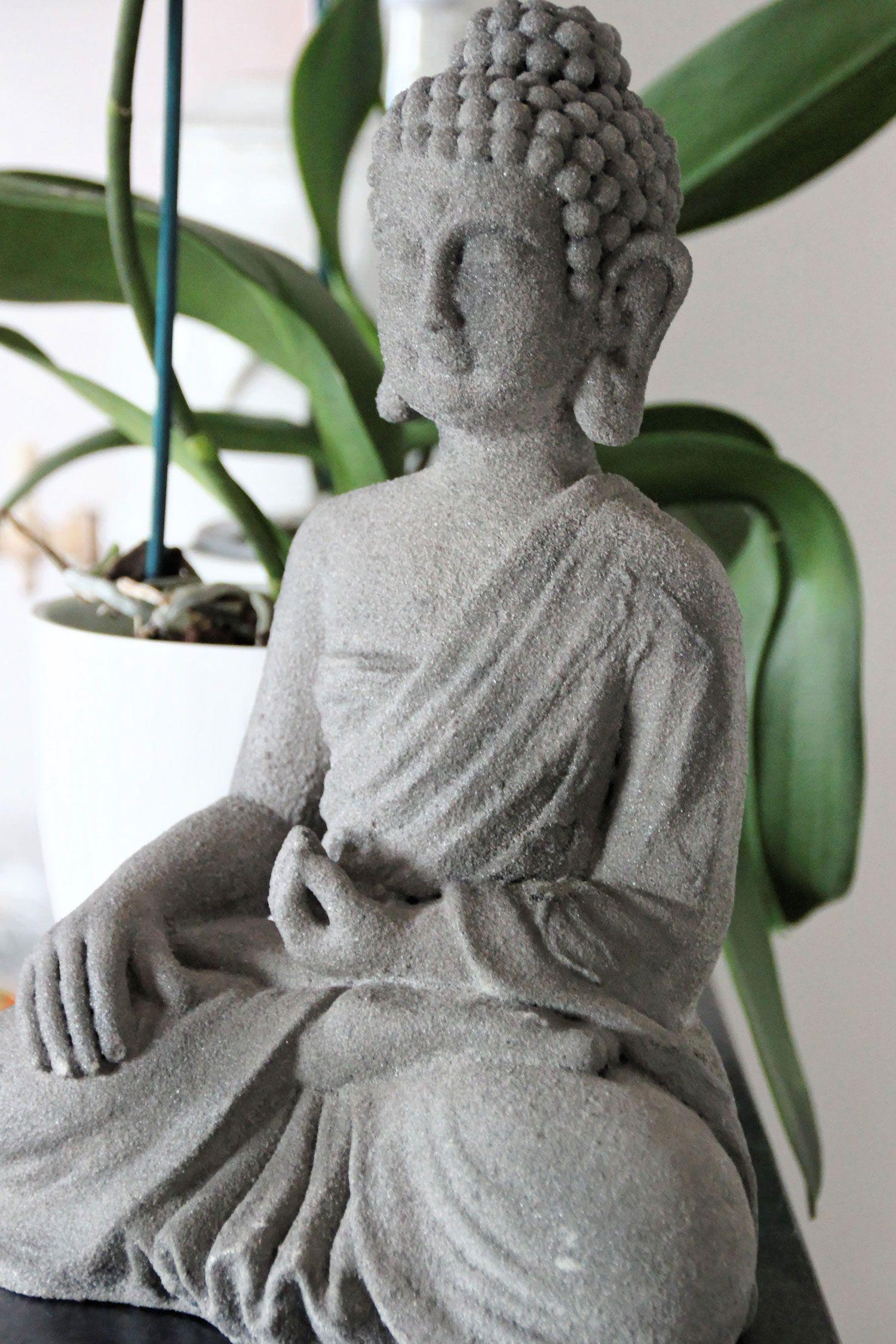Une Jolie Collection De Statuettes Bouddhas Pour Une Interieur Bouddha Exterieur Castorama Idees Conception Jardin Idees Conception Jardin